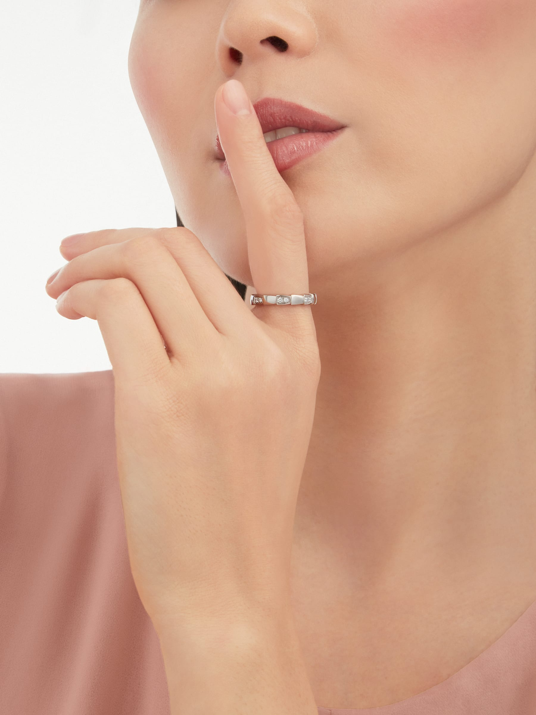Serpenti Viper band ring in 18 kt white gold set with demi pavé diamonds (0.25 ct). AN857898 image 2
