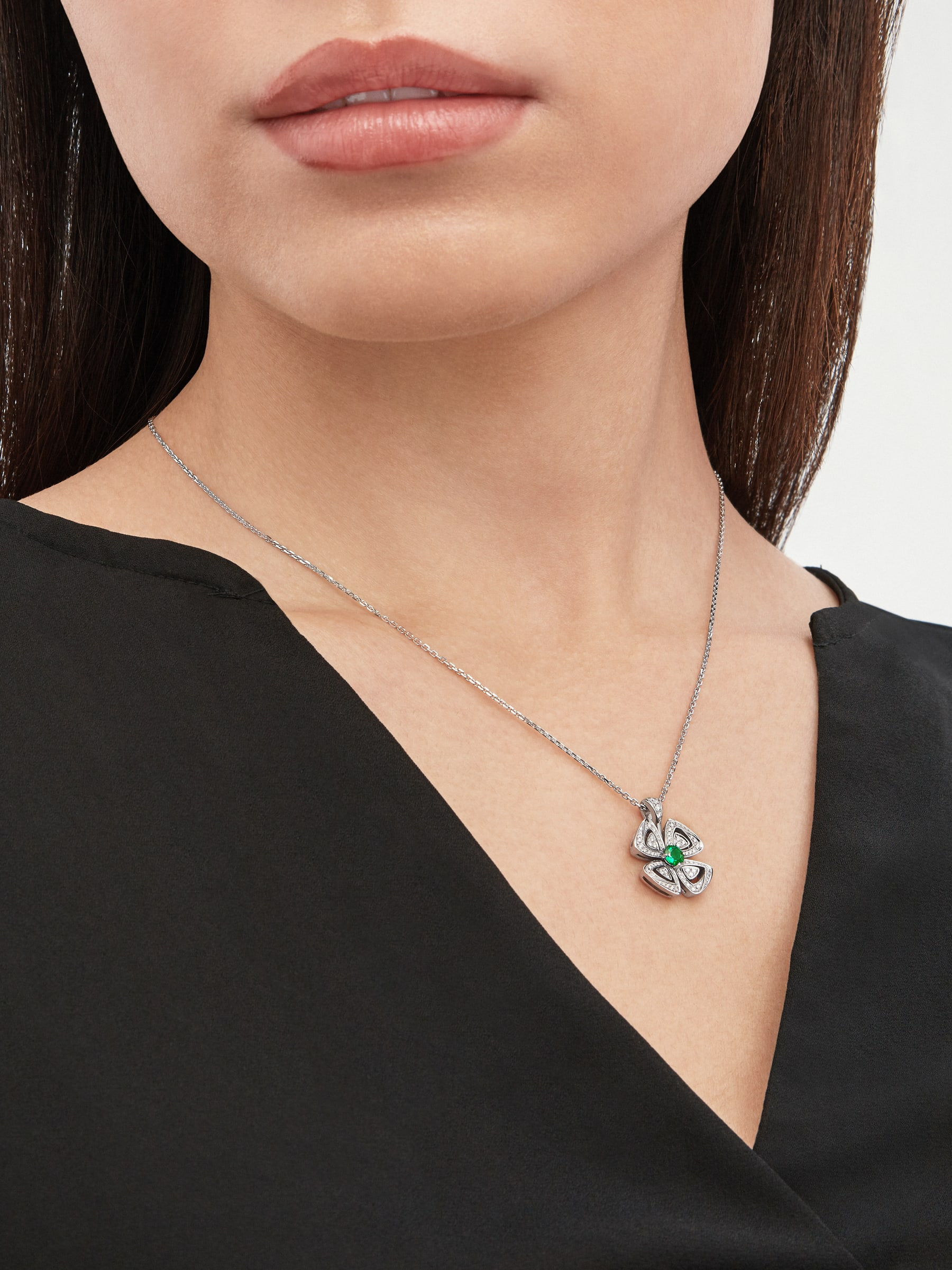 Fiorever 18 kt white gold pendant necklace set with a central brilliant-cut emerald (0.30 ct) and pavé diamonds (0.31 ct) 358427 image 1