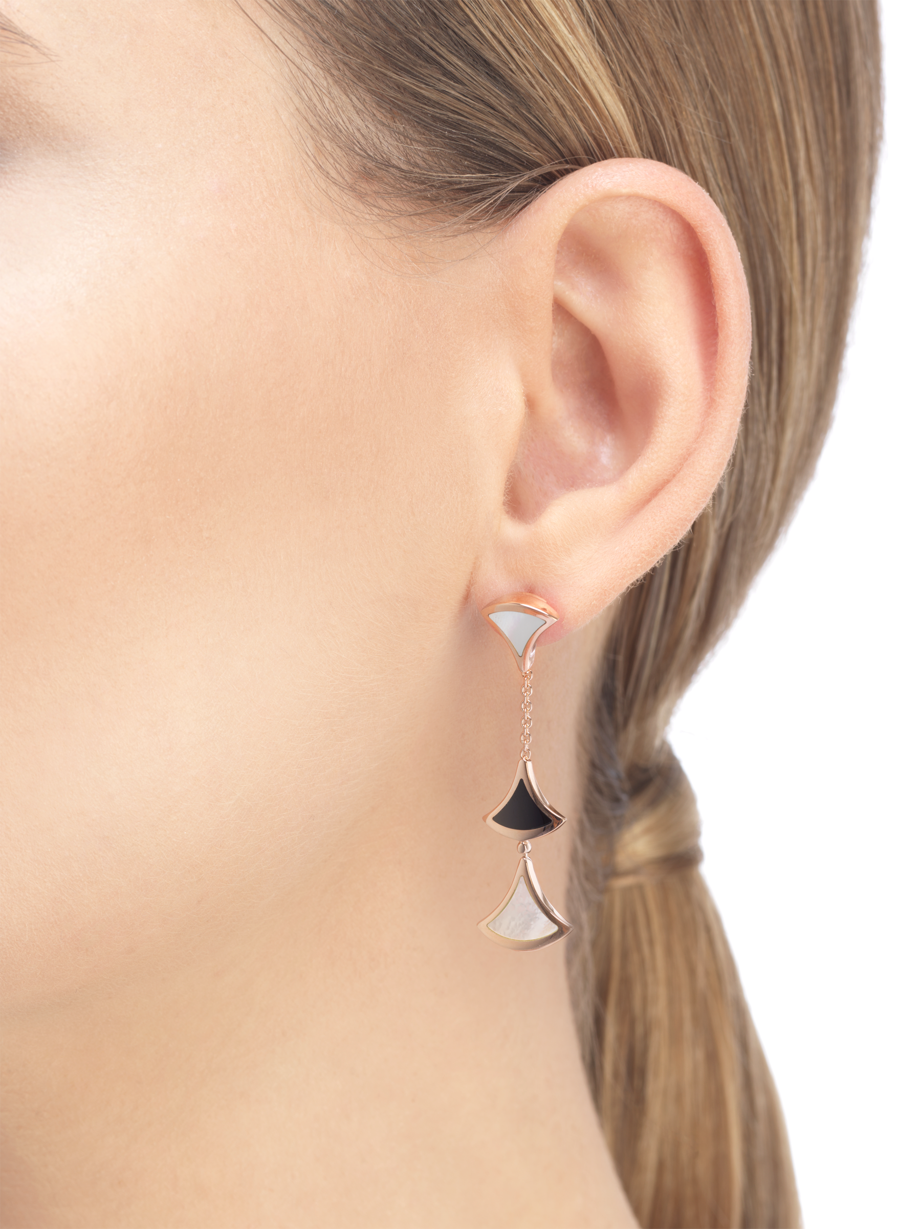 DIVAS' DREAM earrings in 18 kt rose gold set with onyx and mother-of-pearl elements. 350260 image 3