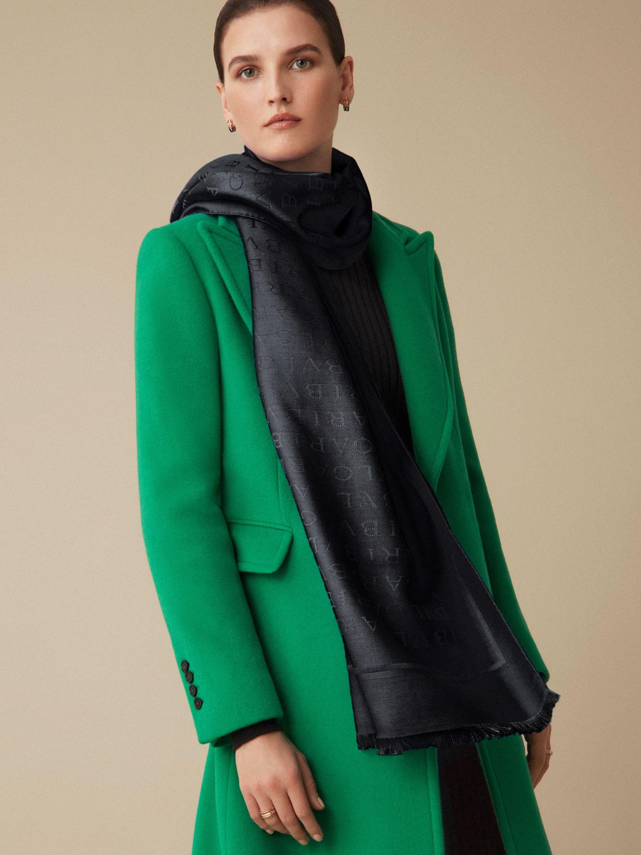 Étole Lettere Maxi en laine et soie fine couleur Berry Tourmaline. LETTEREMAXIb image 3