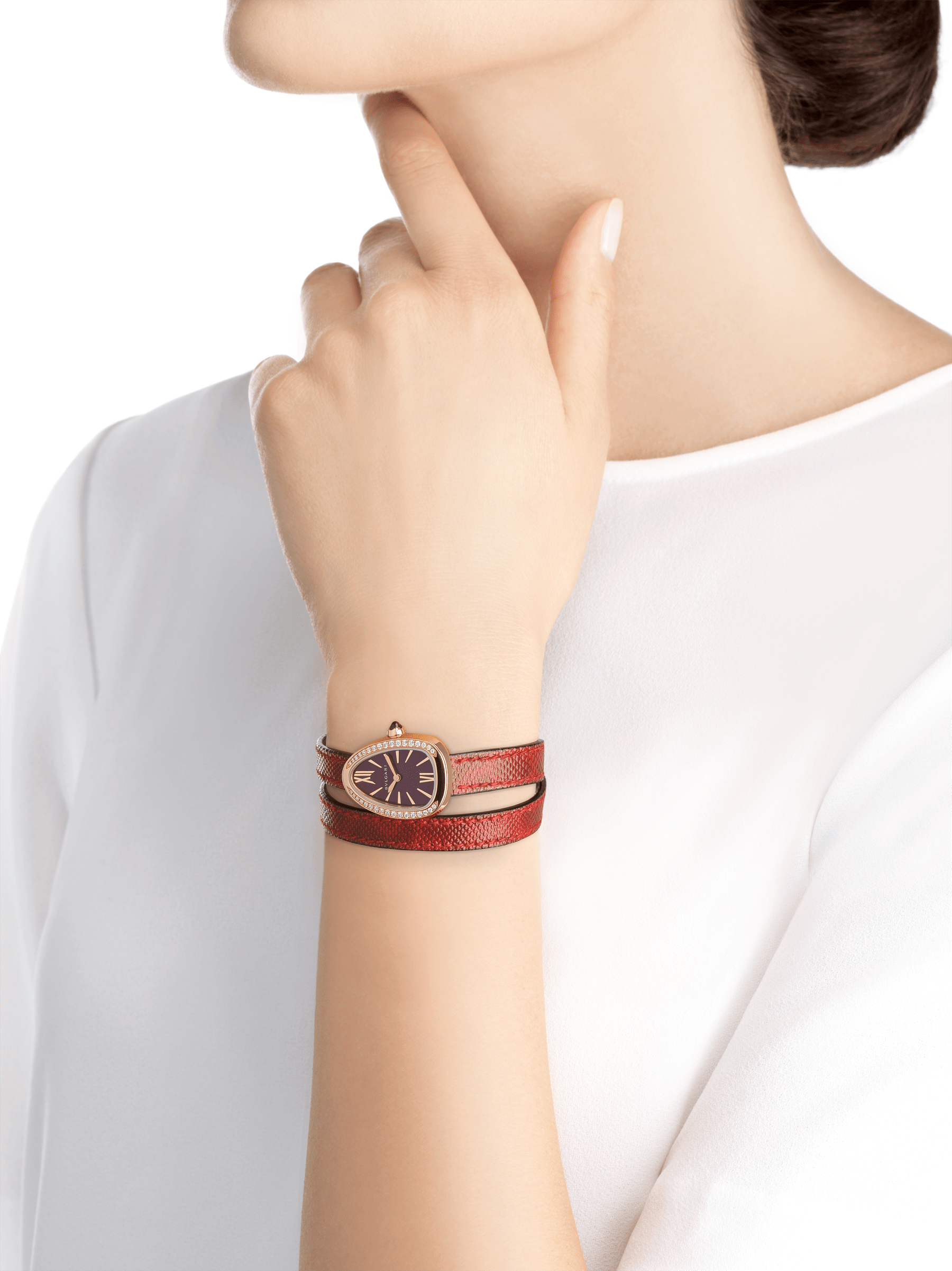 Serpenti watch with 18 kt rose gold case set with brilliant cut diamonds, red lacquered dial and interchangeable double spiral bracelet in red karung leather. 102730 image 4