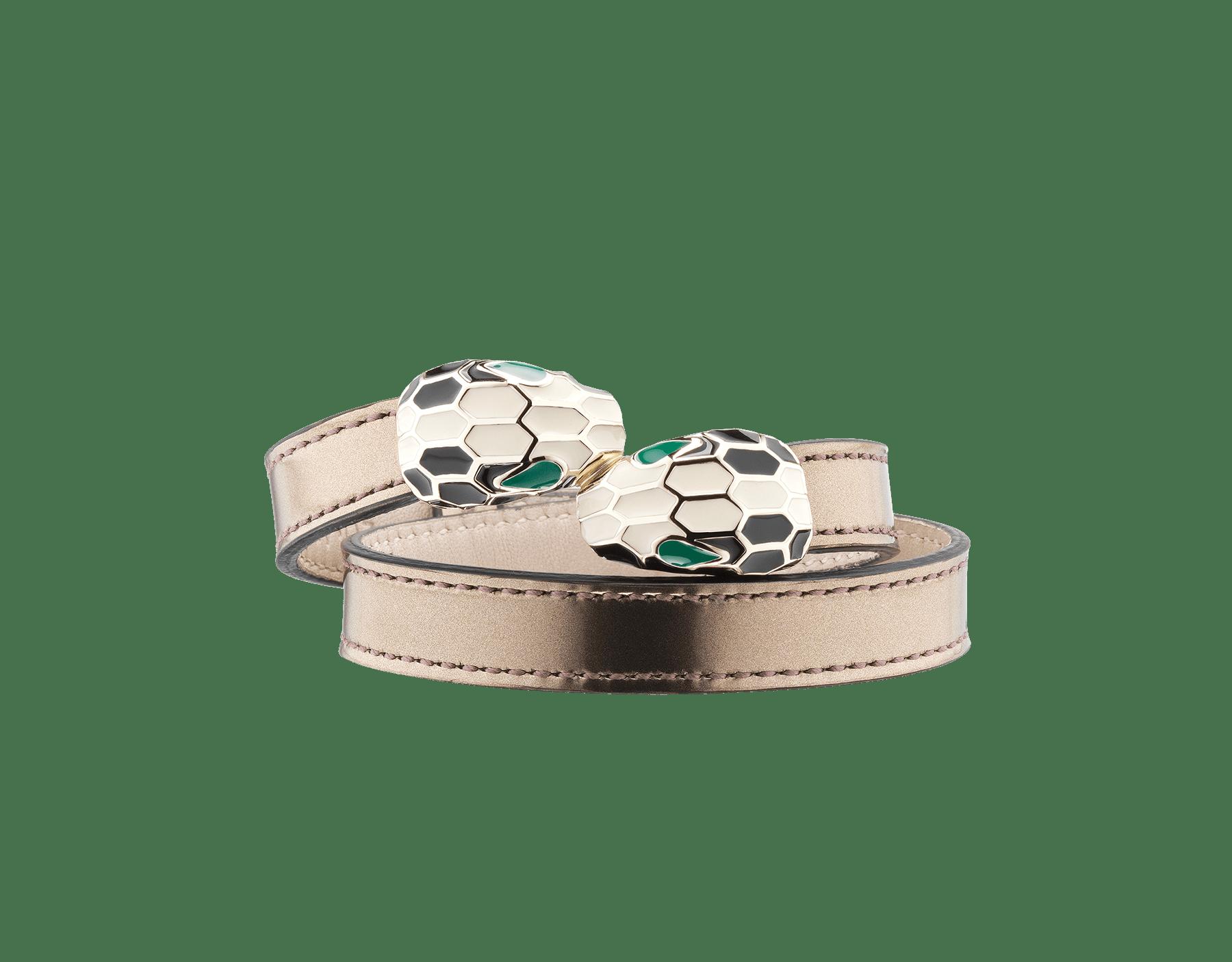 Bracelet multi-tours en cuir de veau métallisé brossé bronze ancien. Fermoir Serpenti renversé emblématique en laiton plaqué or pâle et émail noir et blanc avec yeux en émail malachite. MCSerp-BMCL-AB image 1