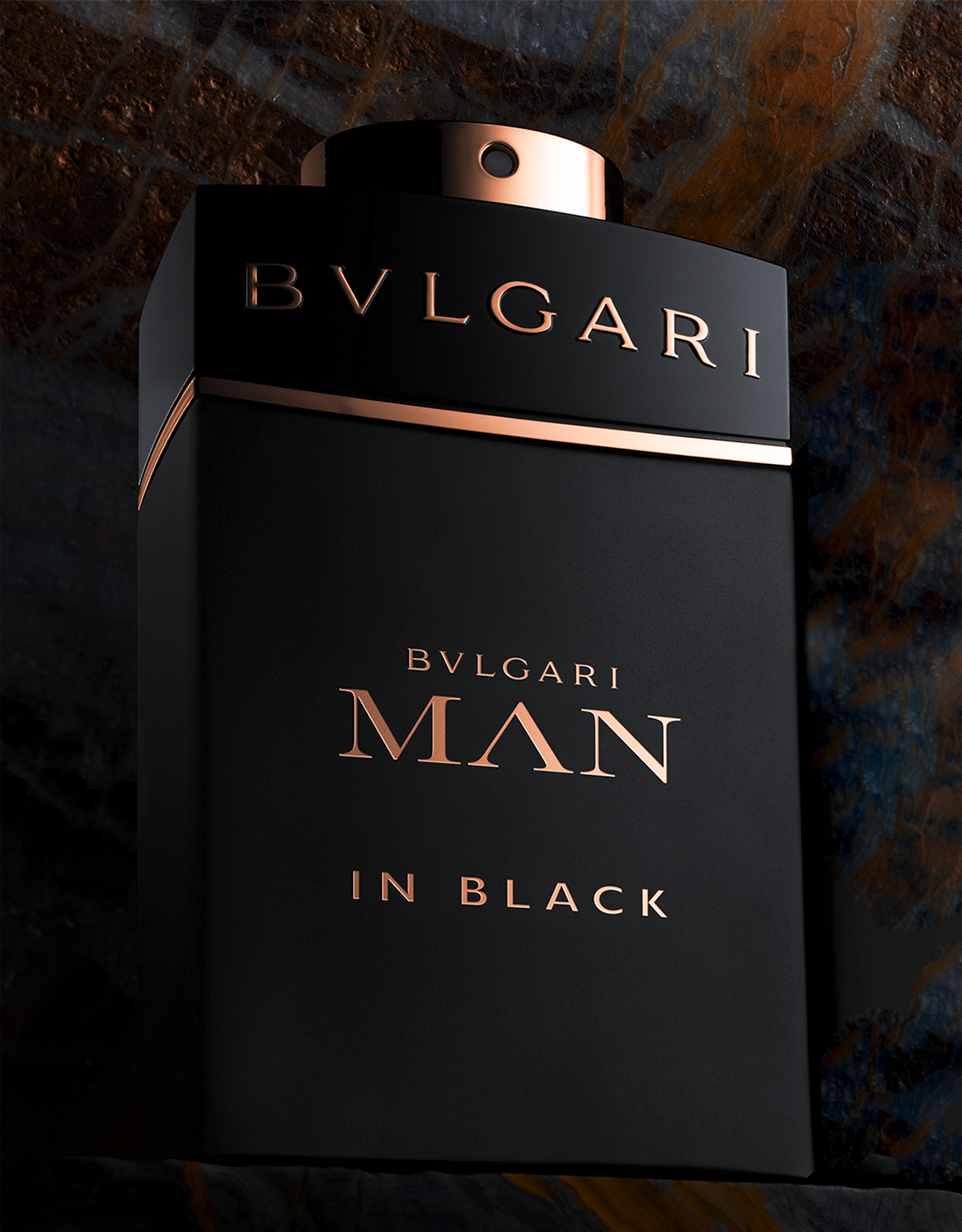 A sensual oriental eau de parfum inspired by raw power of fire. 97156 image 4