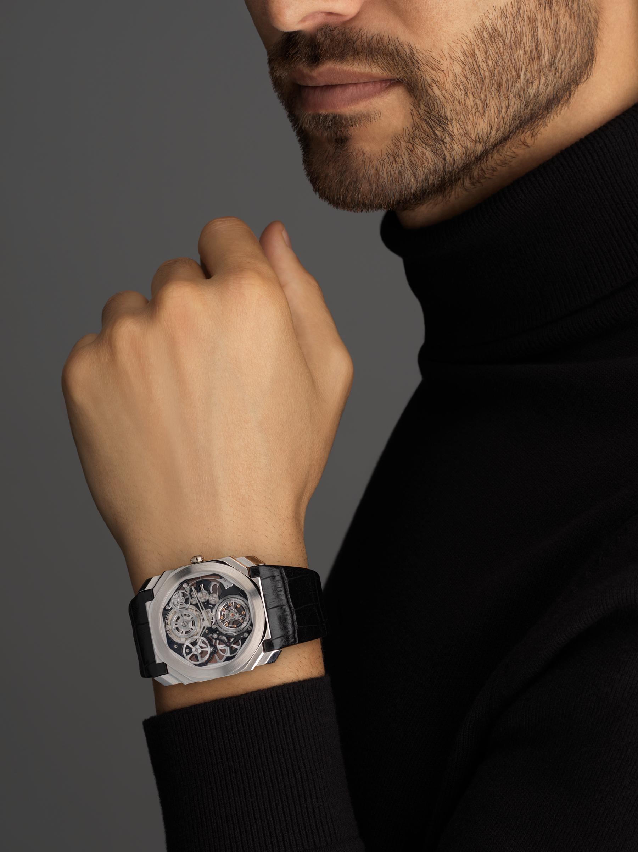 Octo Finissimo Tourbillon Squelette 腕錶搭載超薄鏤空機械機芯,手動上鍊,滾珠軸承系統,鉑金錶殼,透明錶盤,黑色鱷魚皮錶帶。 102719 image 5
