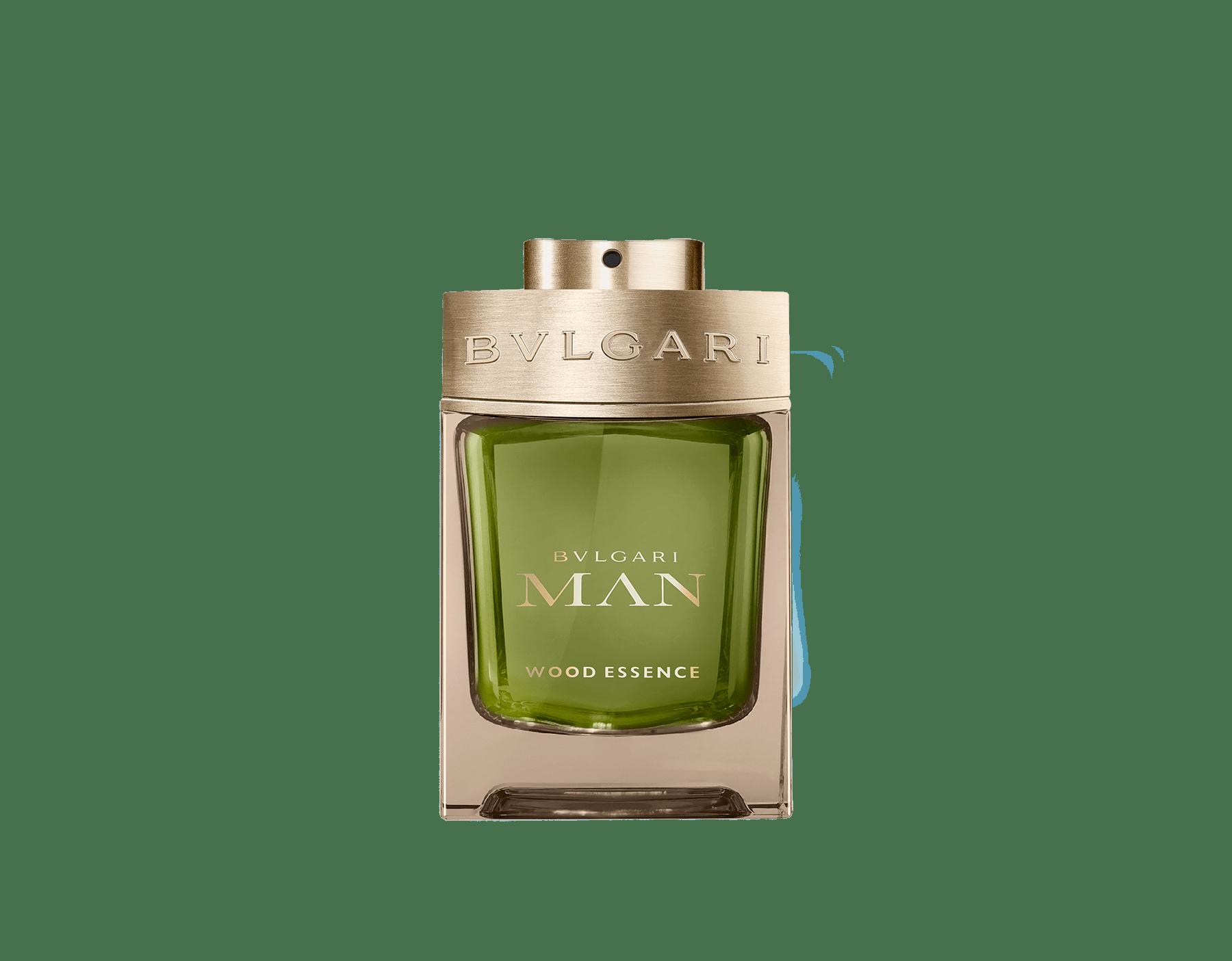 Une signature boisée nouvelle génération composée des essences les plus raffinées de la parfumerie – le cèdre, le cyprès et le vétiver – faisant écho aux notes chaudes et ensoleillées des résines de benjoin 46101 image 1