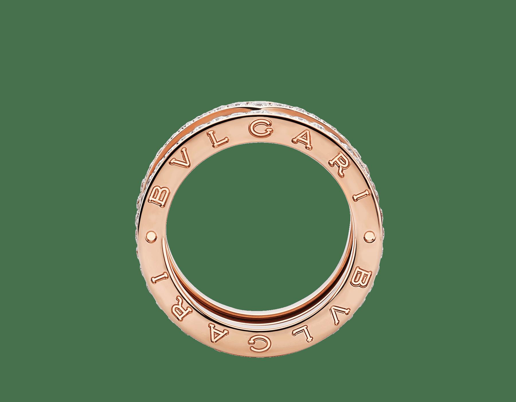 Fundindo o caráter ousado de suas curvas fluidas com a preciosidade de diamantes cravejados, o anel B.zero1 revela um espírito versátil e uma elegância contemporânea. B-zero1-4-bands-AN856293 image 2