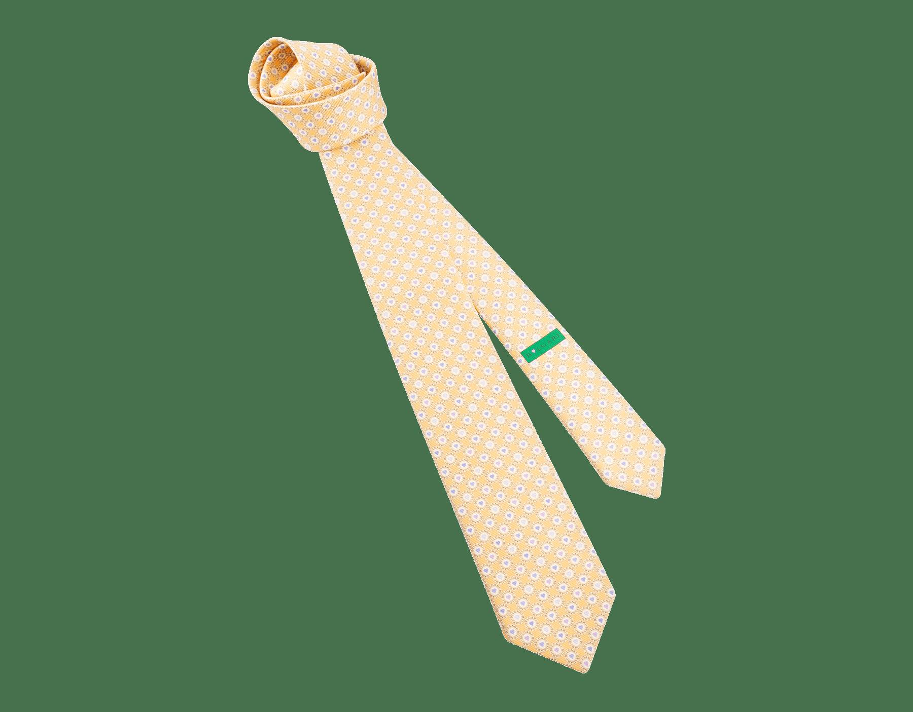 "Gravata de sete dobras ""BB Heart Logo"" amarela em sarja fina de seda estampada. LogoBBHeart image 1"