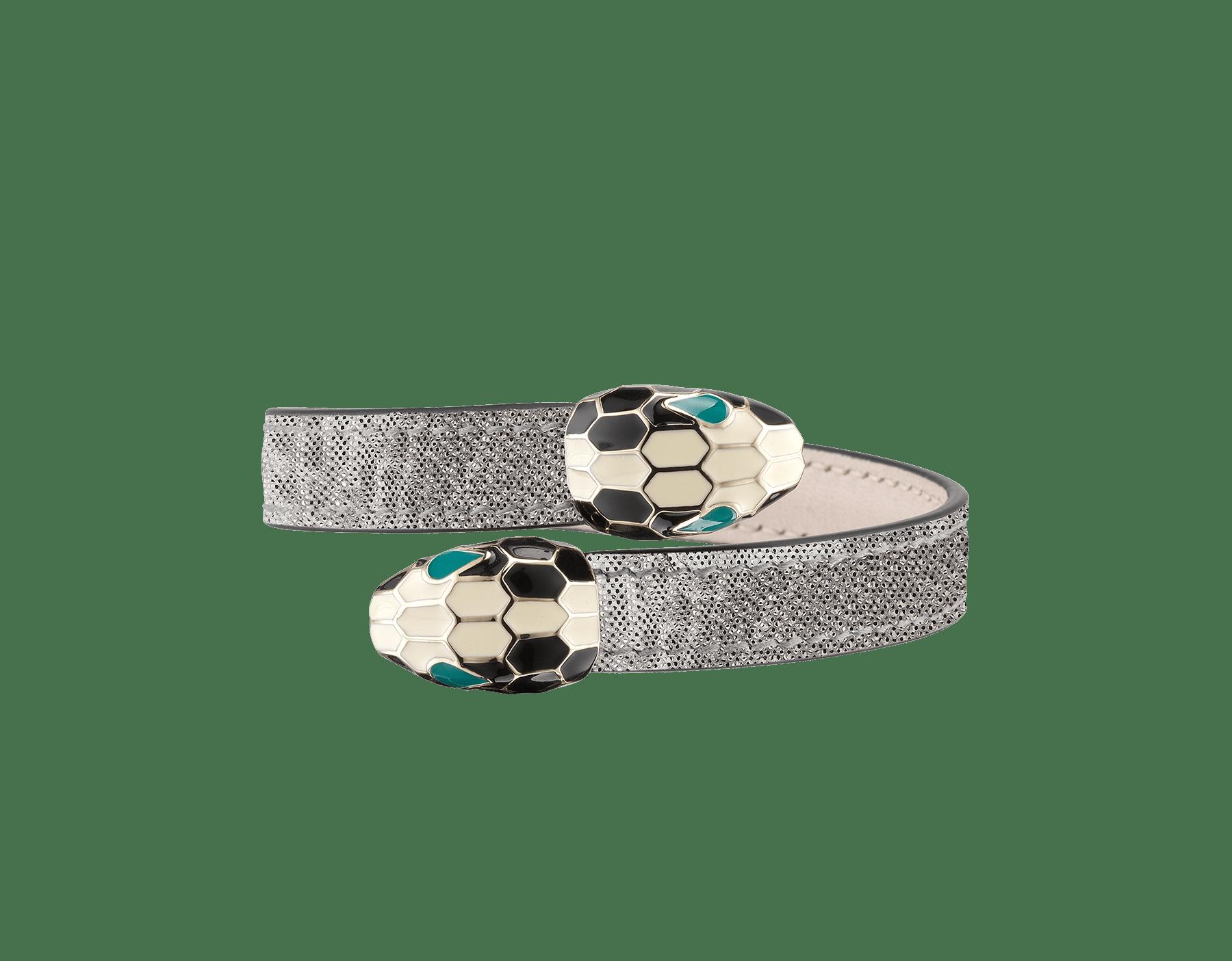 Serpenti Forever 銀色金屬光澤水蛇皮軟手鐲,淡金色黃銅配飾。經典對向蛇頭元素飾以黑色和白色琺瑯,蛇眼鑲飾綠色琺瑯。 SerpSoftContr-MK-S image 1