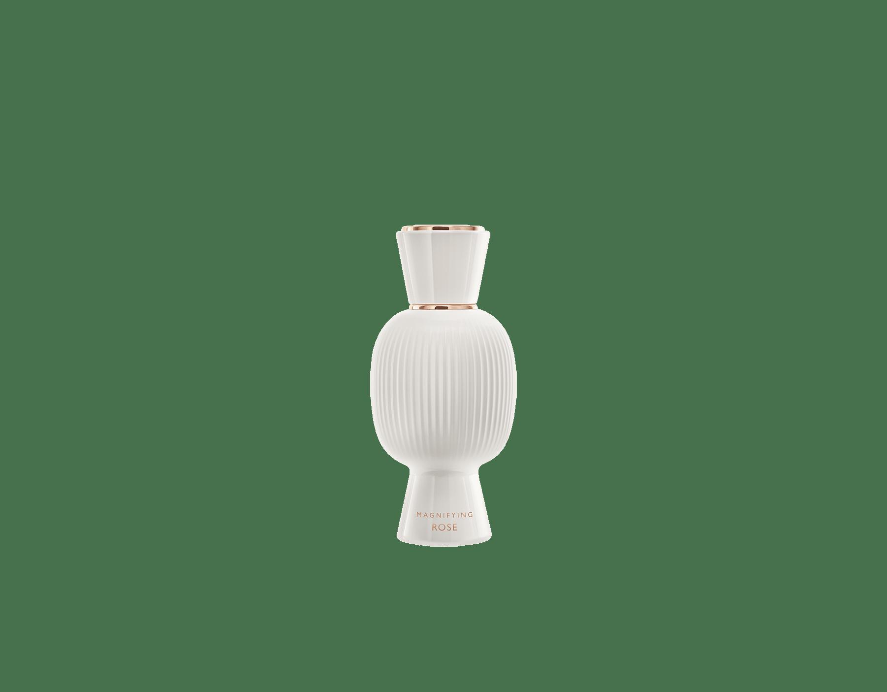 Una exclusiva combinación de perfumes, tan audaz y única como usted. El magnífico Eau de Parfum floral Fiori d'Amore de Allegra se combina con la voluptuosa intensidad de la Magnifying Rose Essence, creando un irresistible perfume femenino personalizado. Perfume-Set-Fiori-d-Amore-Eau-de-Parfum-and-Rose-Magnifying image 3