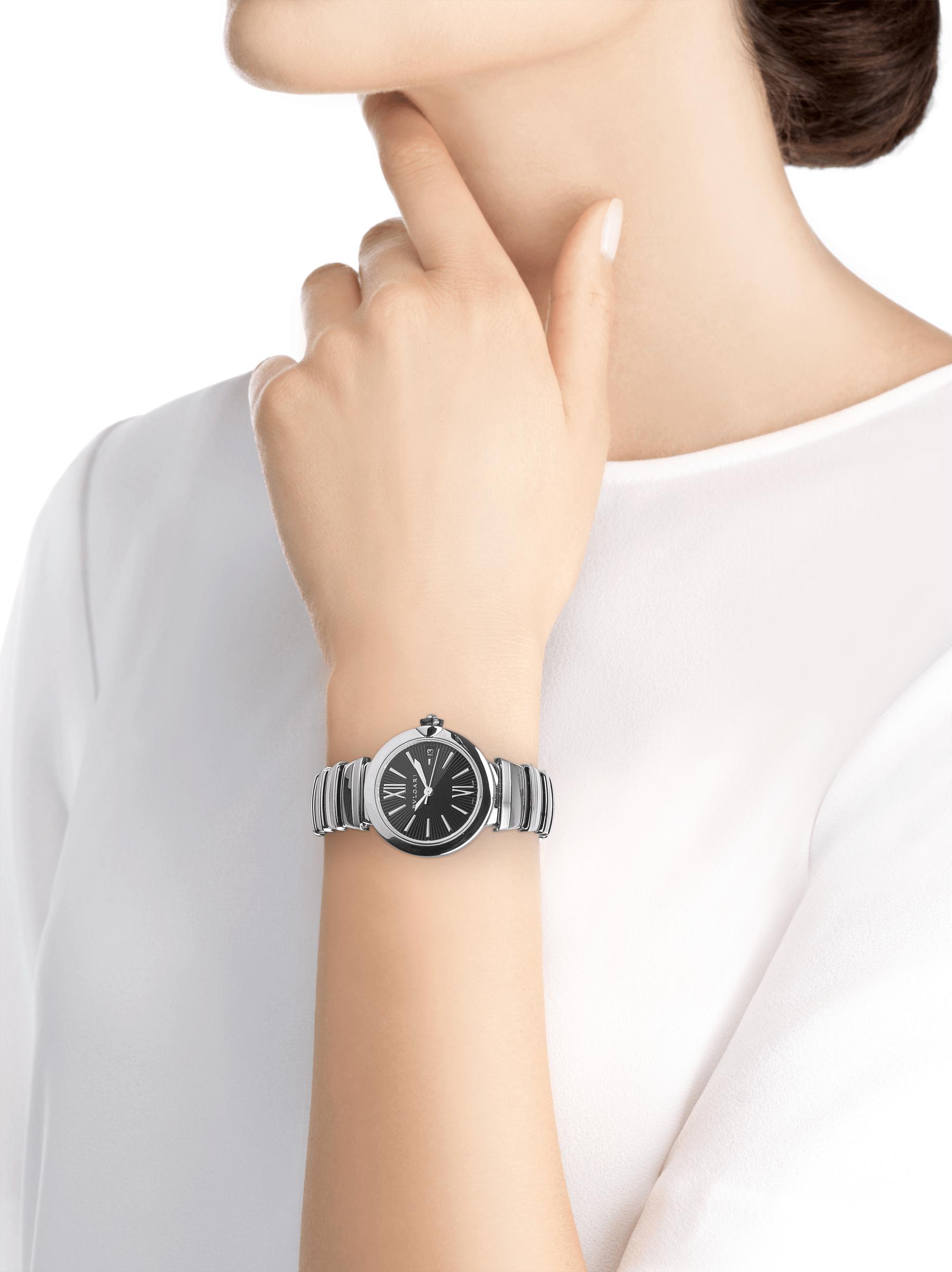 Reloj LVCEA con caja y brazalete en acero inoxidable y esfera negra. 102688 image 4