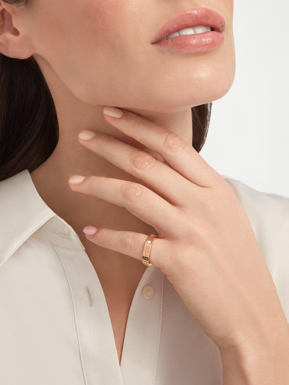 Anel BVLGARIBVLGARI em ouro rosa 18K cravejado com um diamante AN854185 image 3