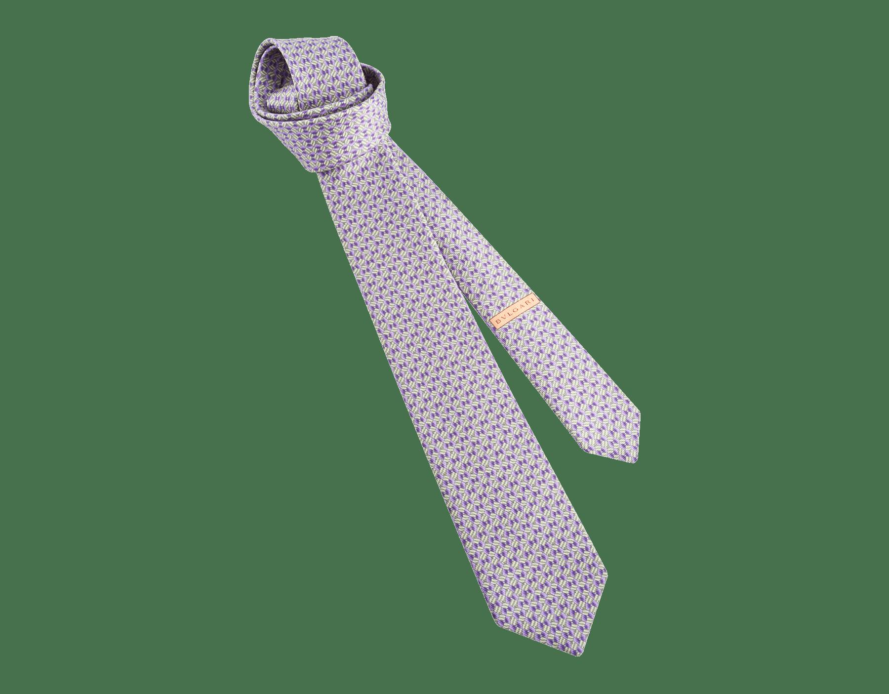 Cravatta sette pieghe verde oliva con motivo Man Essence in pregiata seta saglione stampata. 243644 image 1
