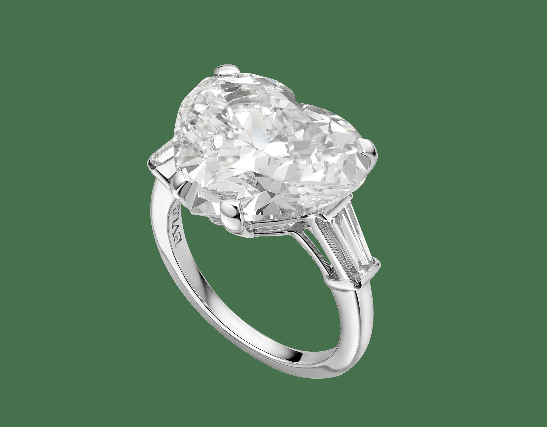 Anel Griffe em platina com diamante lapidação coração e dois diamantes laterais AN852904 image 1