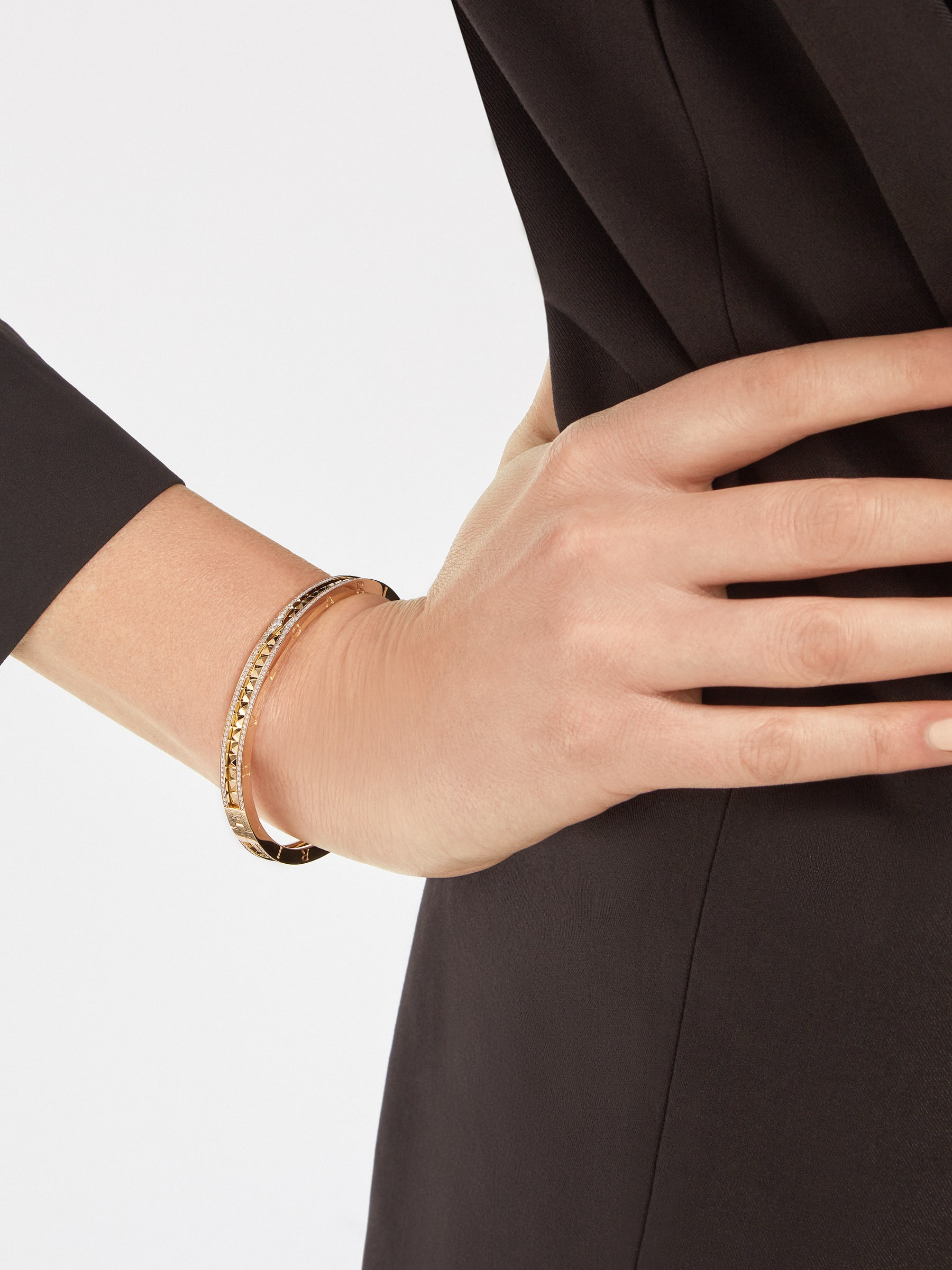 B.zero1 Rock 18 kt yellow gold bracelet with studded spiral and pavé diamonds on the edges BR859028 image 3