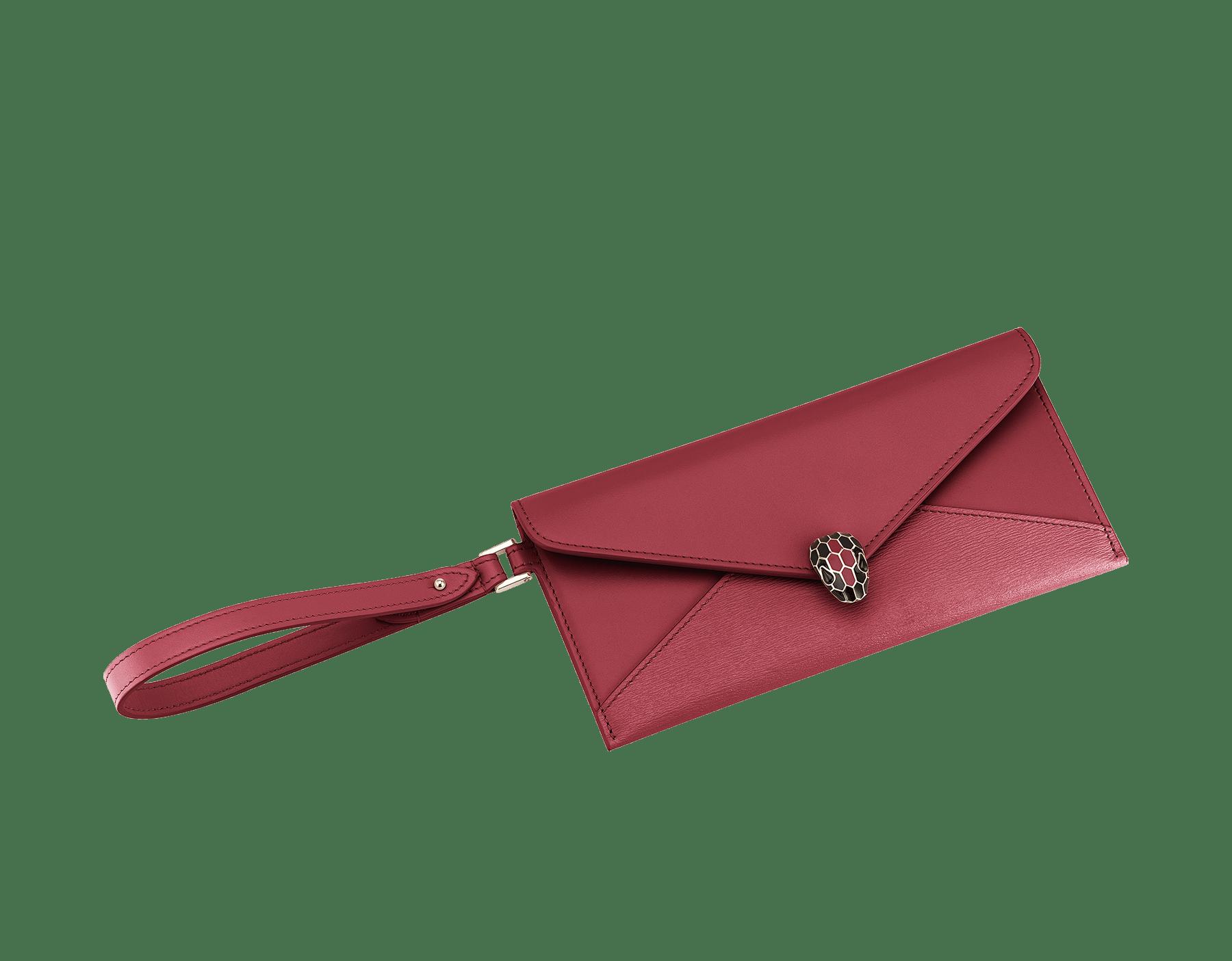 Serpenti Forever envelope case in Roman garnet calf leather and Roman garnet goatskin. Iconic snakehead charm in black and Roman garnet enamel, with black onyx eyes. 289089 image 1