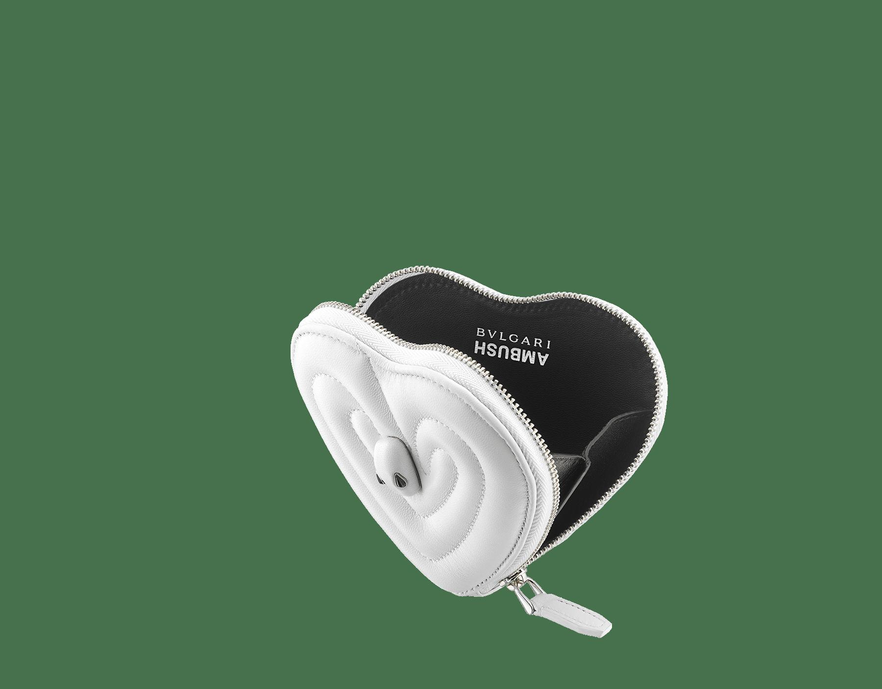 「AMBUSH x BVLGARI」コインパース。フラッシュダイヤモンドキルティングナッパレザー製。フラッシュダイヤモンドナッパレザーをまとったパラジウムプレートブラス製の新しいセルペンティ ヘッド。ブラックオニキスの目で仕上げています。日本限定リミテッドエディション 290428 image 2