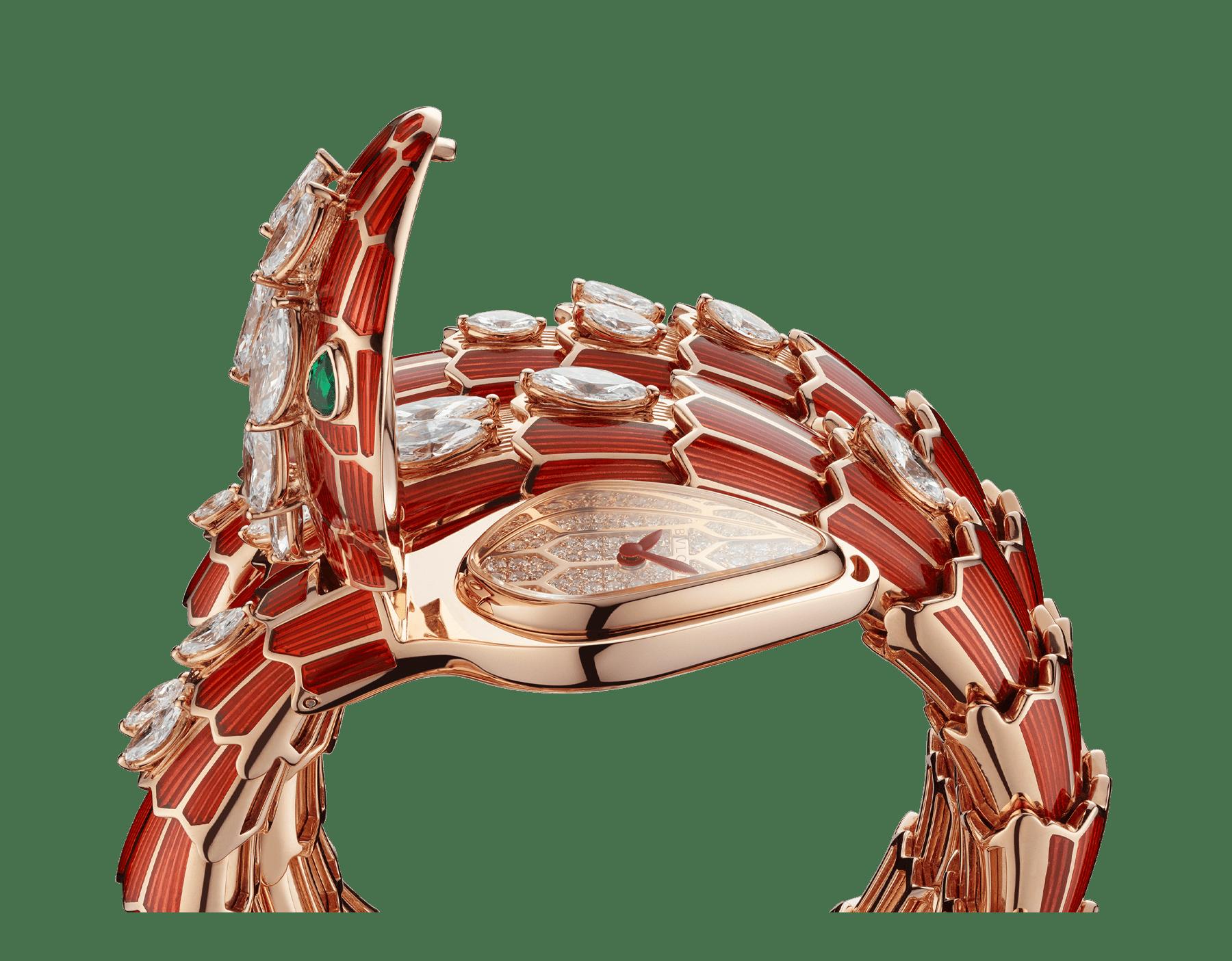 Serpenti Secret Watch mit Kopf und doppelt geschwungenem Armband aus 18Karat Roségold, beide mit roter Lackierung und Diamanten im Marquiseschliff, Augen aus Smaragden, Zifferblatt aus 18Karat Roségold mit Diamanten im Brillantschliff. 102527 image 3