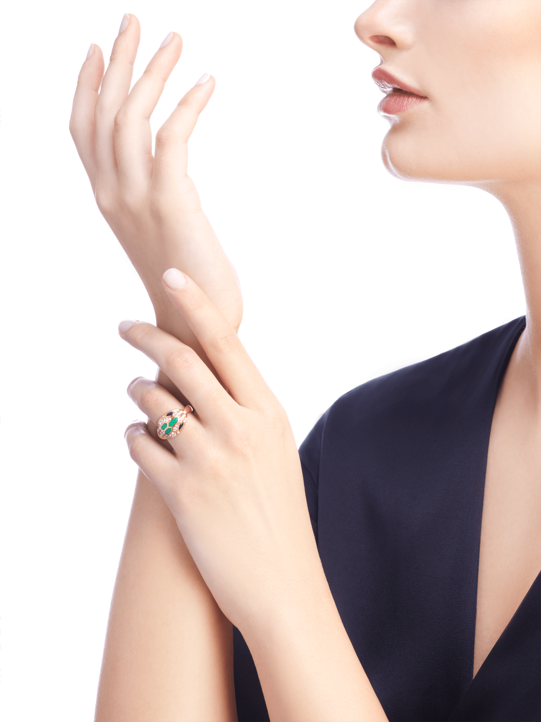Serpenti 18 kt rose gold ring set with blue sapphire eyes, malachite elements and pavé diamonds. AN858587 image 3