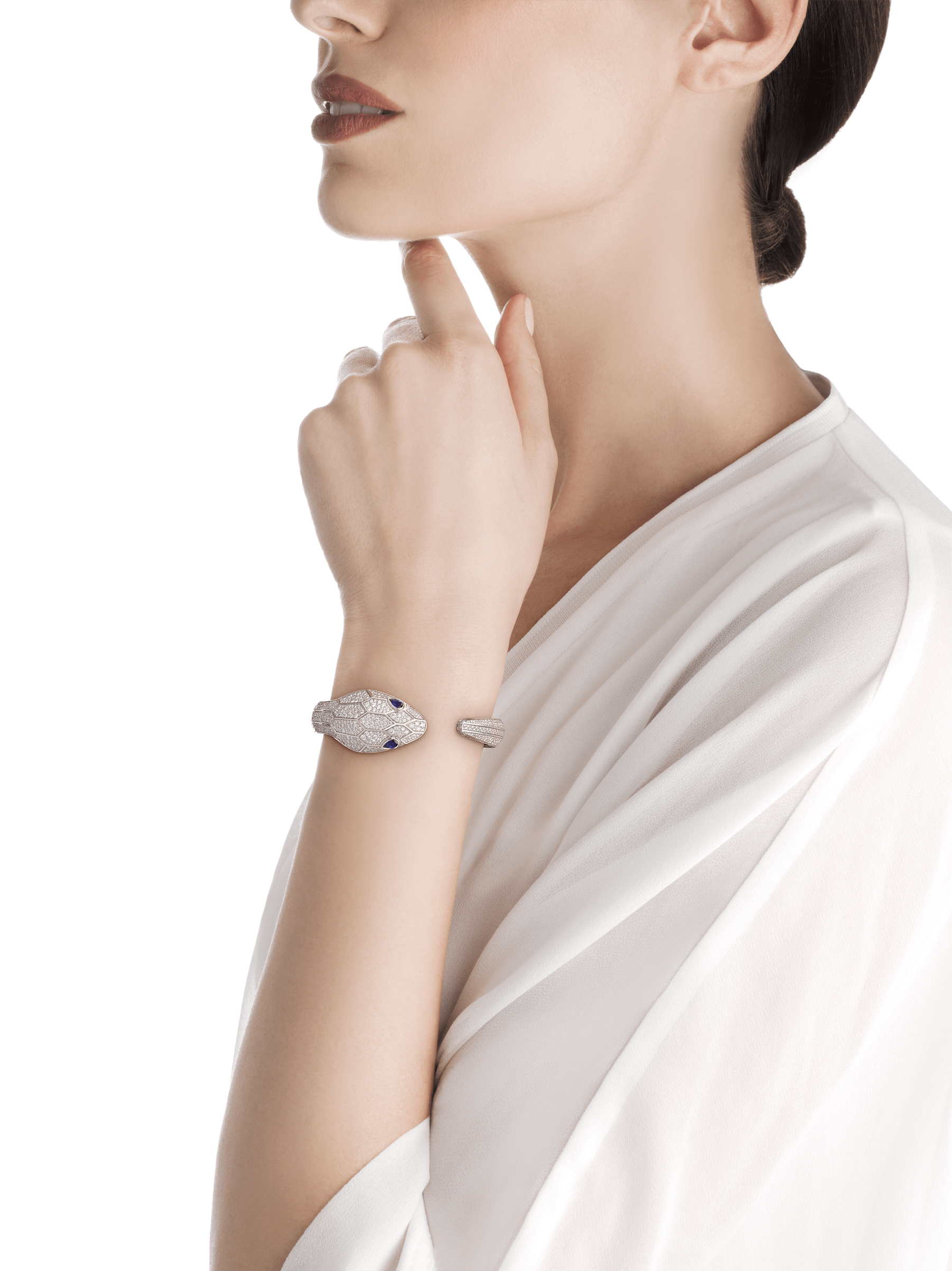 Serpenti Misteriosi Secret Watch in 18 kt white gold case and bangle bracelet, both set with round brilliant-cut diamonds, diamond full pavé dial and pear-shaped sapphire eyes. Small size 102989 image 4