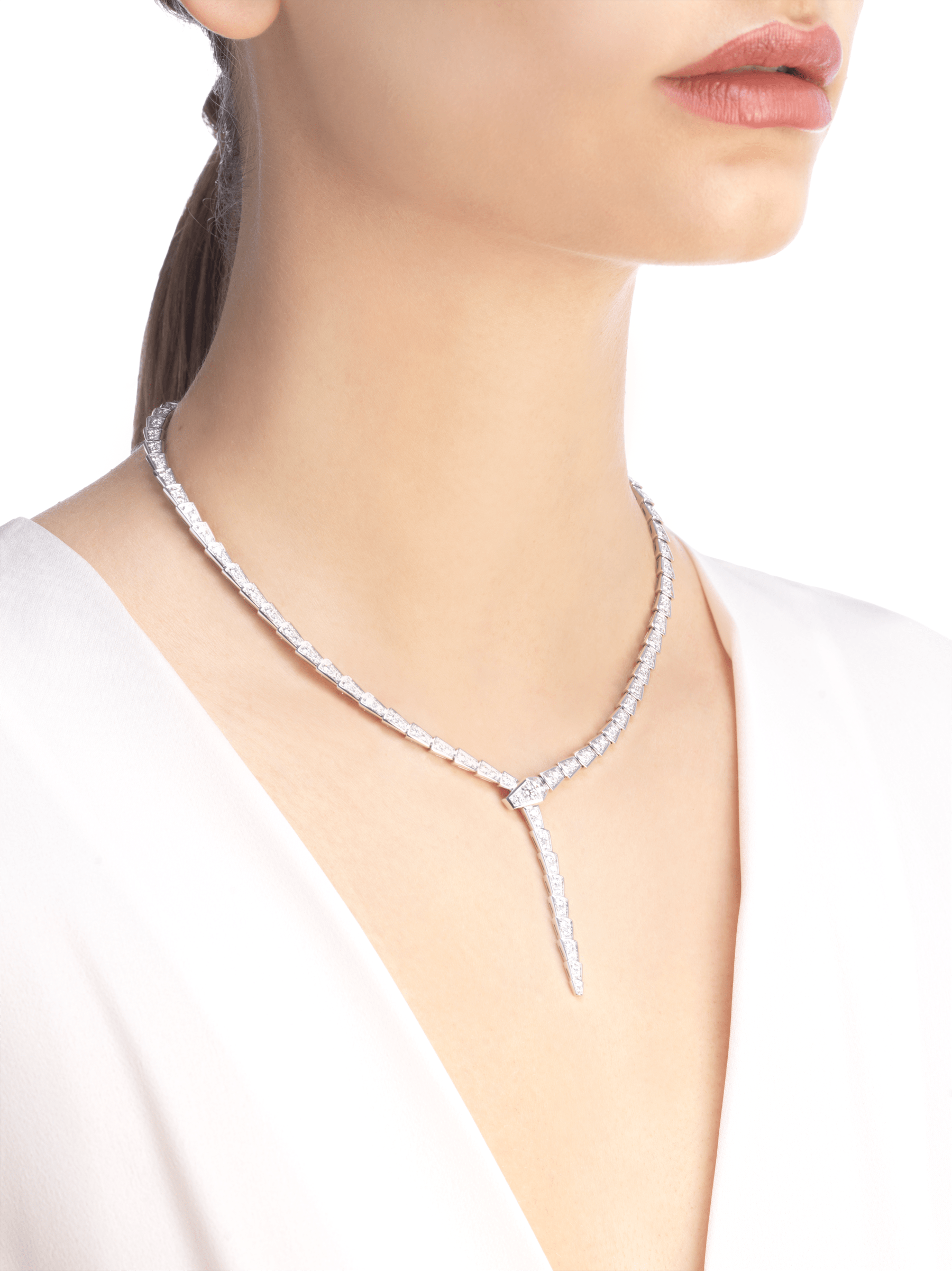 Serpenti Viper slim necklace in 18 kt white gold, set with full pavé diamonds. 351090 image 3