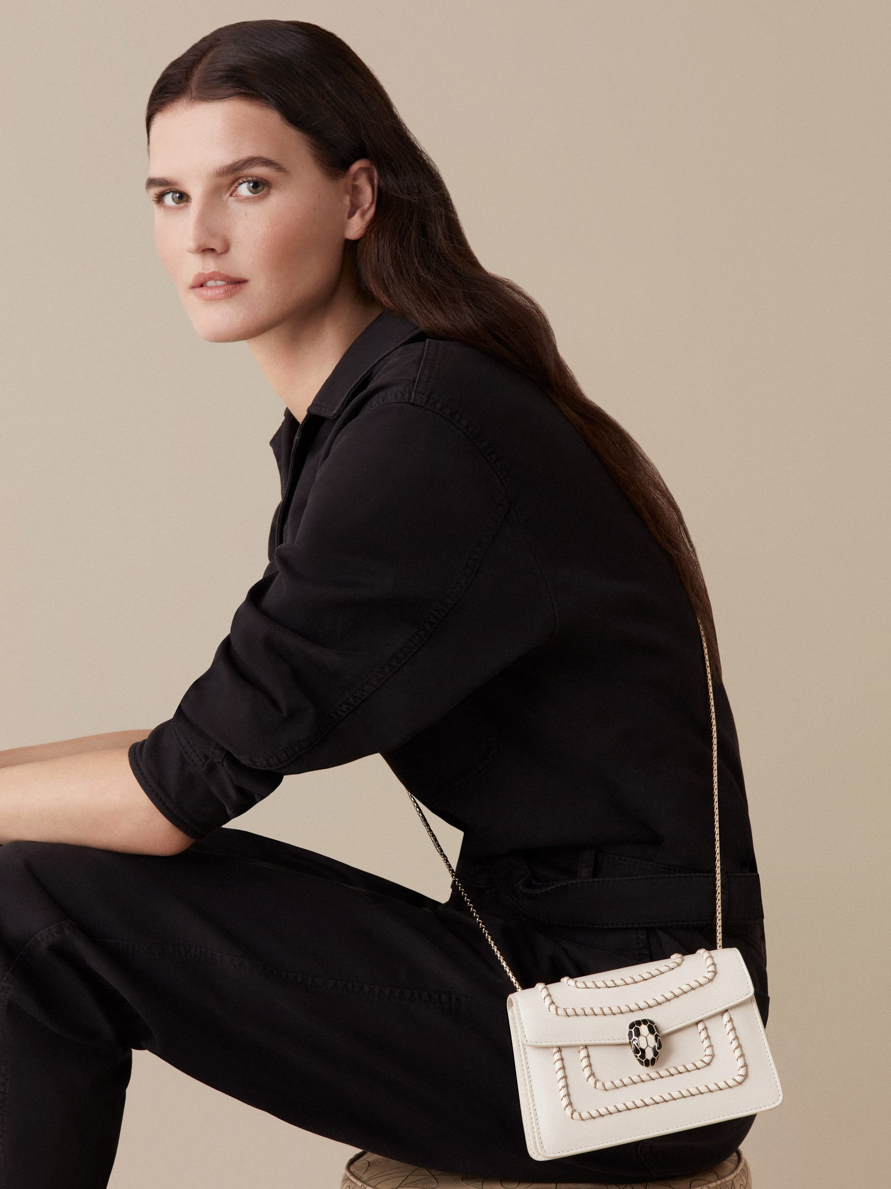 Serpenti Forever mini crossbody bag in white agate calf leather with woven chain décor. Brass light gold-plated snake head closure in black and white enamel, with black onyx eyes. 288045 image 5