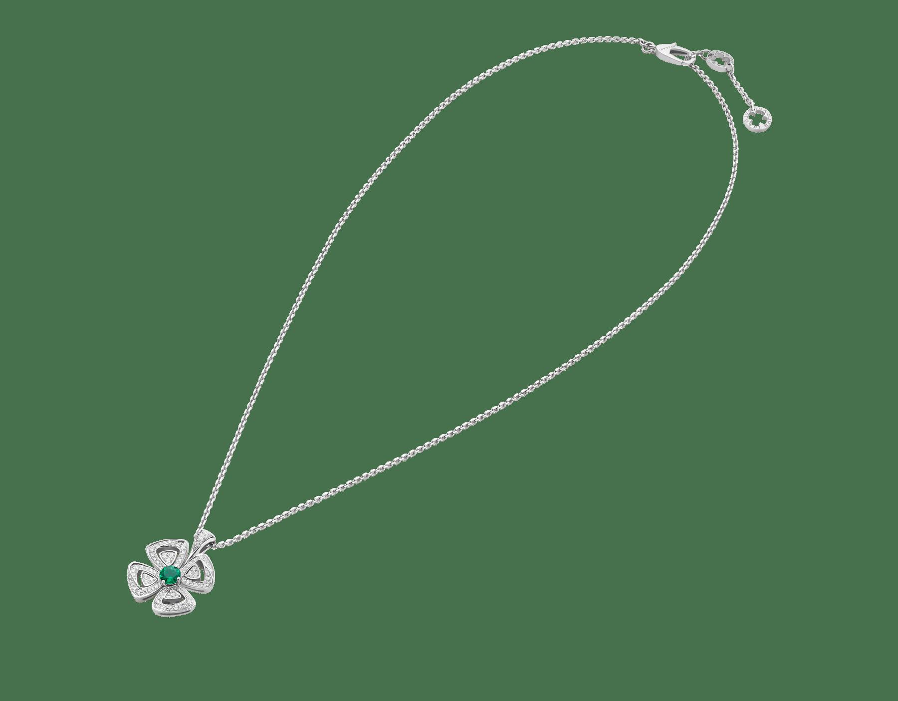 Colar com pingente Fiorever em ouro branco 18K cravejado com uma esmeralda central lapidação brilhante (0,30ct) e pavê de diamantes (0,31ct) 358427 image 2
