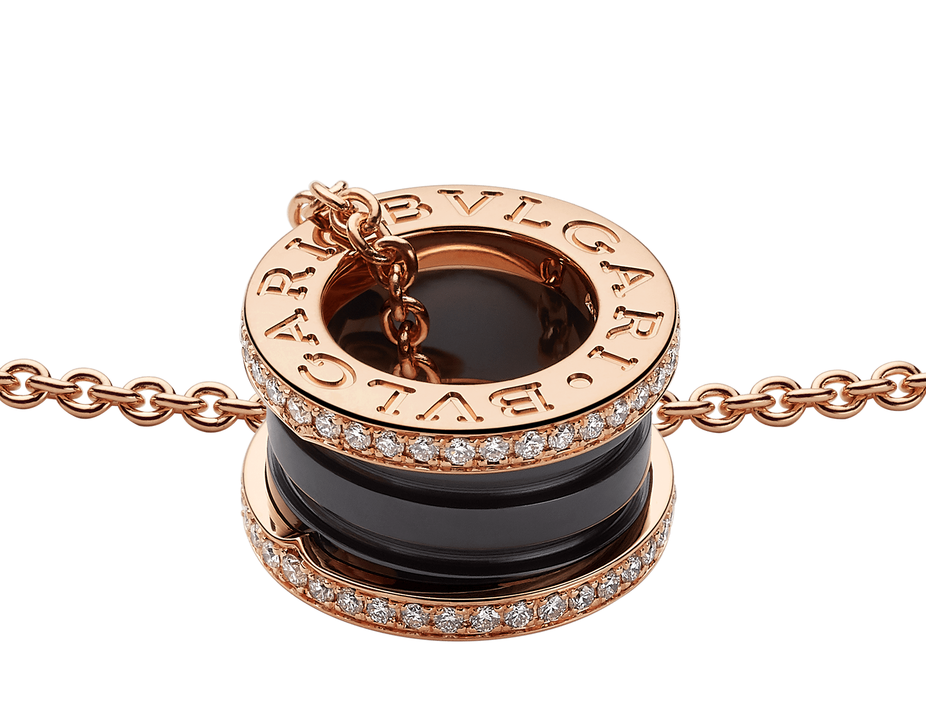 يجمع عقد بي.زيرو1 بين التصميم المتميز والأناقة العصرية من خلال سلسلة من الذهب الوردي تحيط بقلادة حلزونية مرصعة بالسيراميك الأسود والألماس المرصوف. 350056 image 3