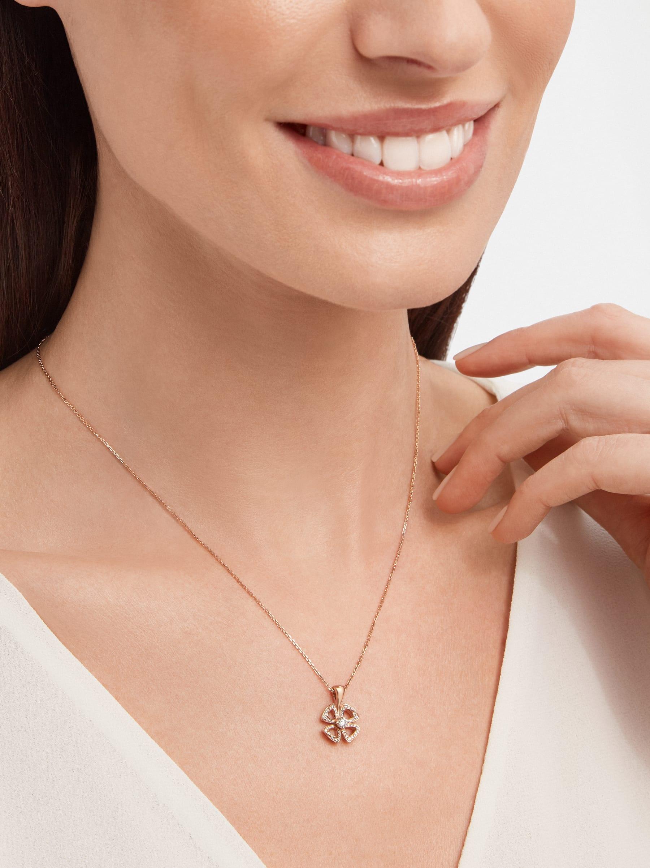 Collier Fiorever en or rose 18K serti d'un diamant taille brillant au centre (0,10ct) et pavé diamants (0,06ct) 358156 image 4