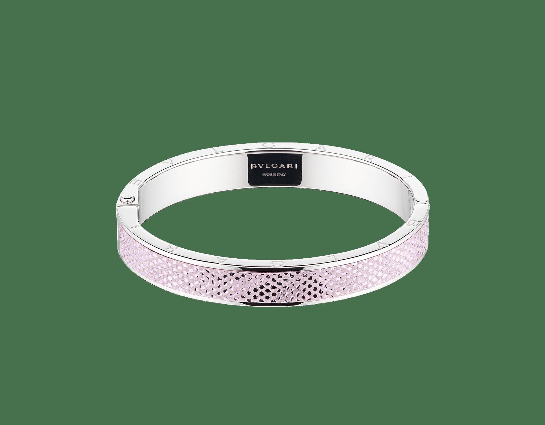 """BVLGARI BVLGARI"" bangle bracelet in palladium-plated brass with a Rosa di Francia pink metallic karung skin insert and a BVLGARI logo hinge closure. Logo engraving along the edges of both sides of the bracelet and in the inner part. HINGELOGOBRACLT-MK-RdF image 1"