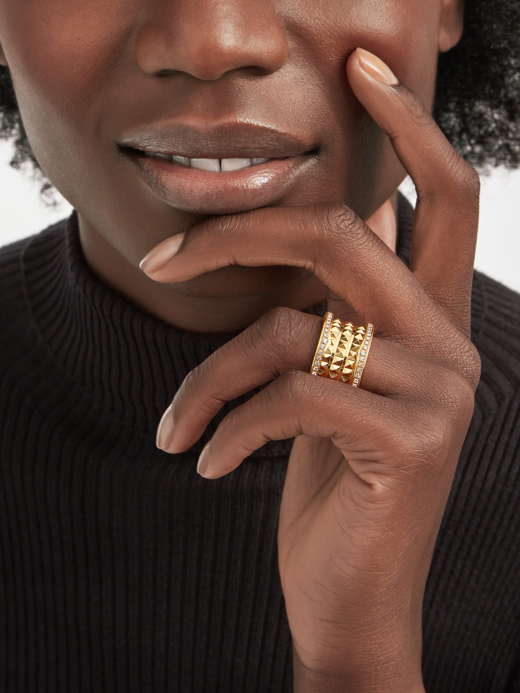 B.zero1 Rock four-band ring in 18 kt yellow gold with studded spiral and pavé diamonds on the edges. AN859026 image 1