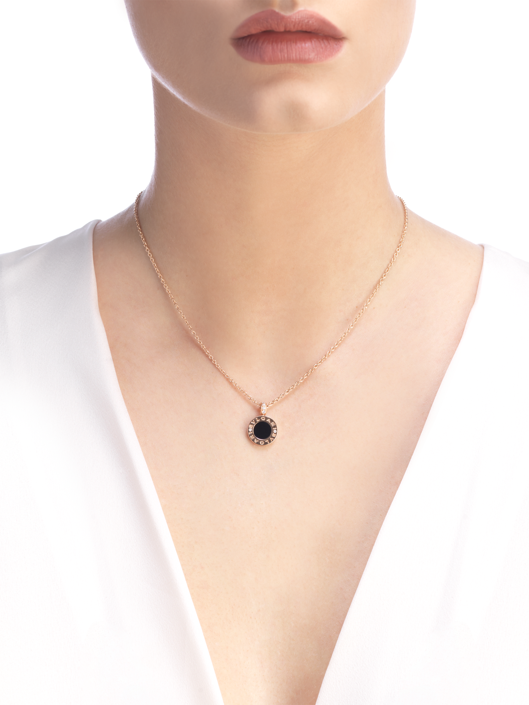 BVLGARI BVLGARI 18 kt rose gold chain and 18 kt rose gold pendant set with mother-of-pearl, onyx and pavé diamonds 347761 image 4