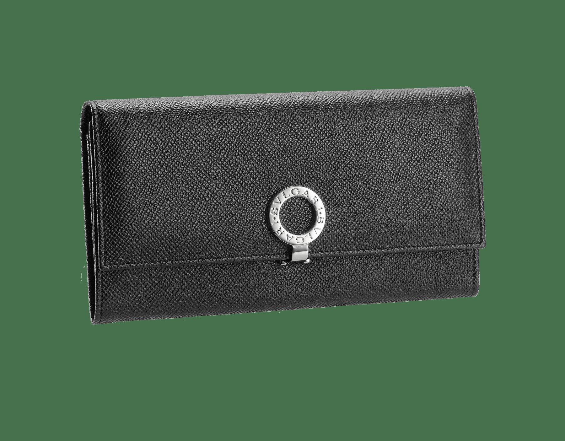 黒のグレインレザー製ウォレットポシェット。パラジウムでプレートされた真ちゅうで、アイコンの「ブルガリ・ブルガリ」モチーフがあしらわれています。ブルーナッパの裏地。内側のコンパートメントは2つ。カードスロット10枚分つき。19×11×2cm 30414 image 1