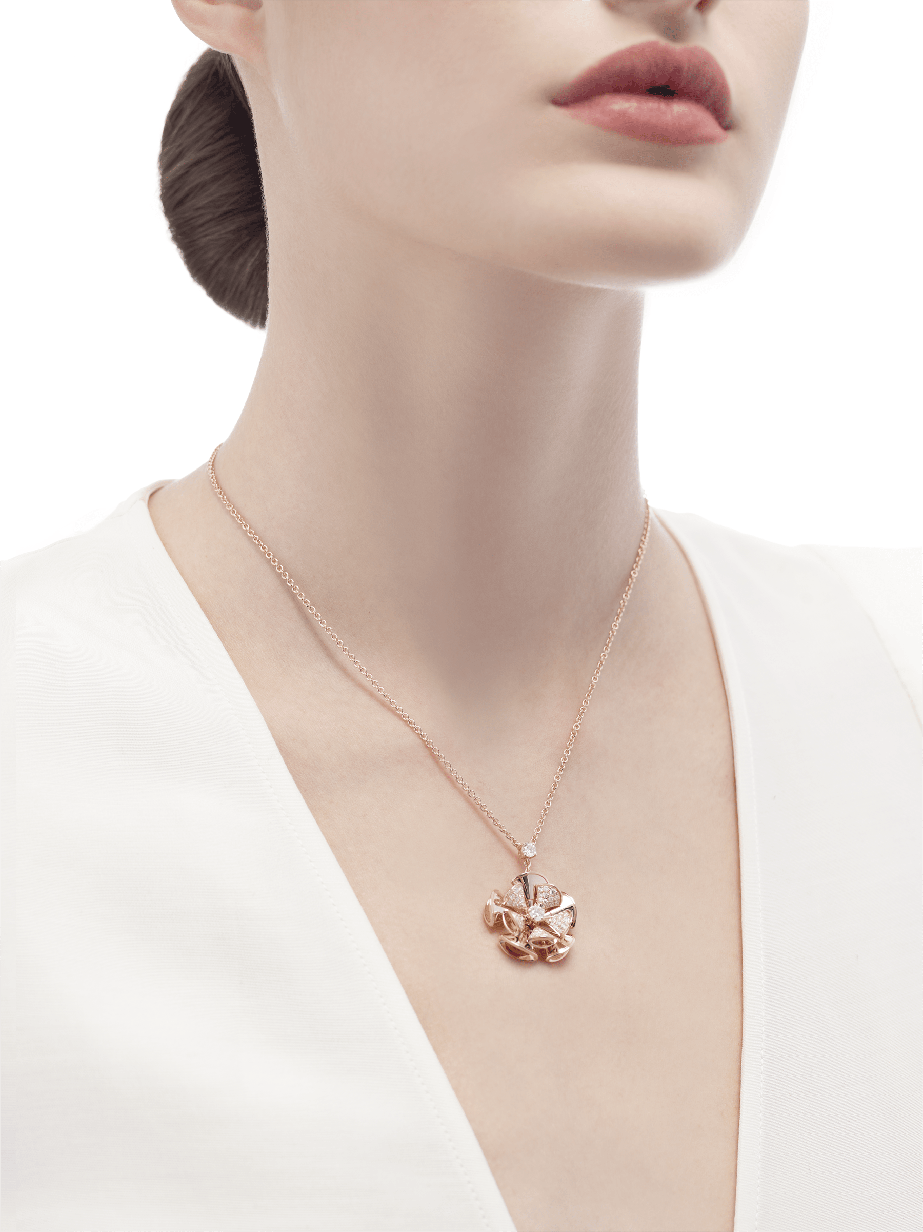 DIVAS' DREAM necklace in 18 kt rose gold with a diamond on the chain and 18 kt rose gold pendant set with central diamond and pavé diamonds. 350783 image 4