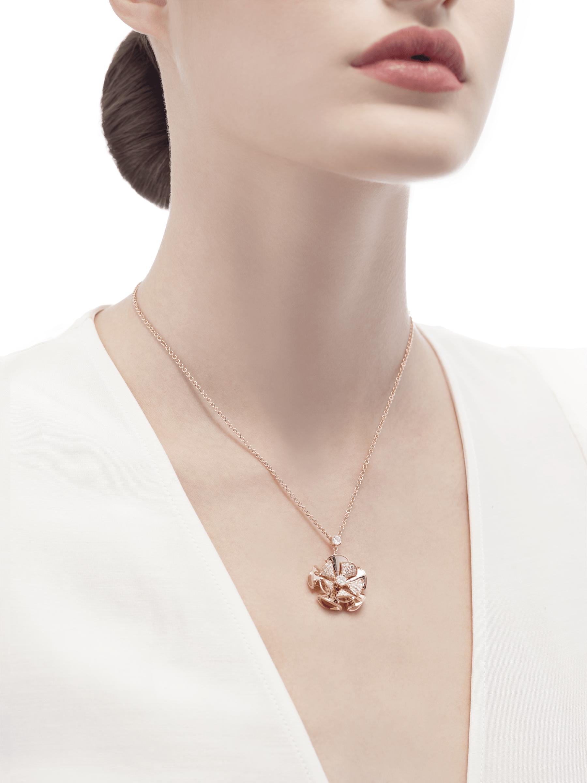 Resplandecendo com a elegância floral de pétalas de ouro rosa e diamantes cravejados, o colar DIVAS' DREAM reina supremo no jardim do glamour. 350783 image 4