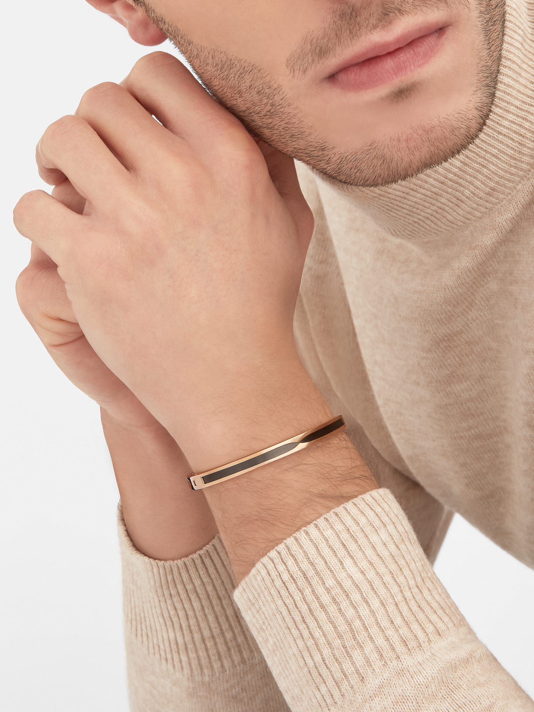B.zero1 bangle bracelet in 18 kt rose gold with black ceramic. BR857618 image 4