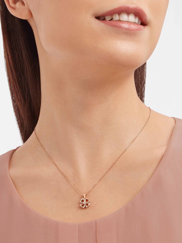 Collier Fiorever en or rose 18K serti d'un diamant taille brillant au centre (0,10ct) et pavé diamants (0,06ct) 358156 image 1