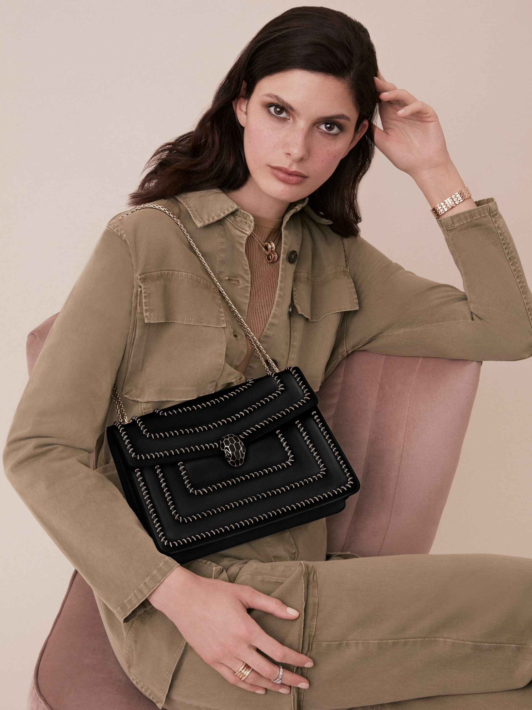 """Serpenti Forever"" shoulder bag in black calf leather, featuring a Woven Chain motif. Iconic snakehead closure in light gold plated brass enriched with black enamel and black onyx eyes 521-WC image 5"