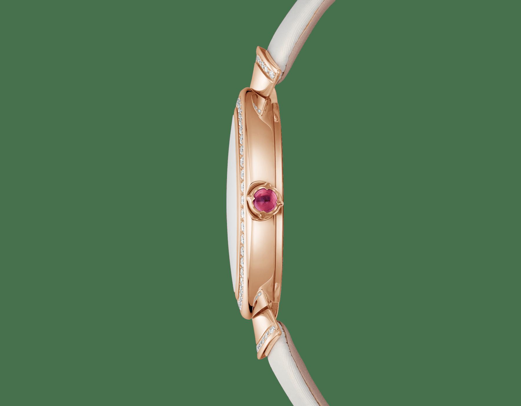 Montre DIVAS' DREAM avec boîtier en or rose 18K serti de diamants taille brillant, cadran en acétate naturel, index sertis de diamants et bracelet en satin blanc 102433 image 3