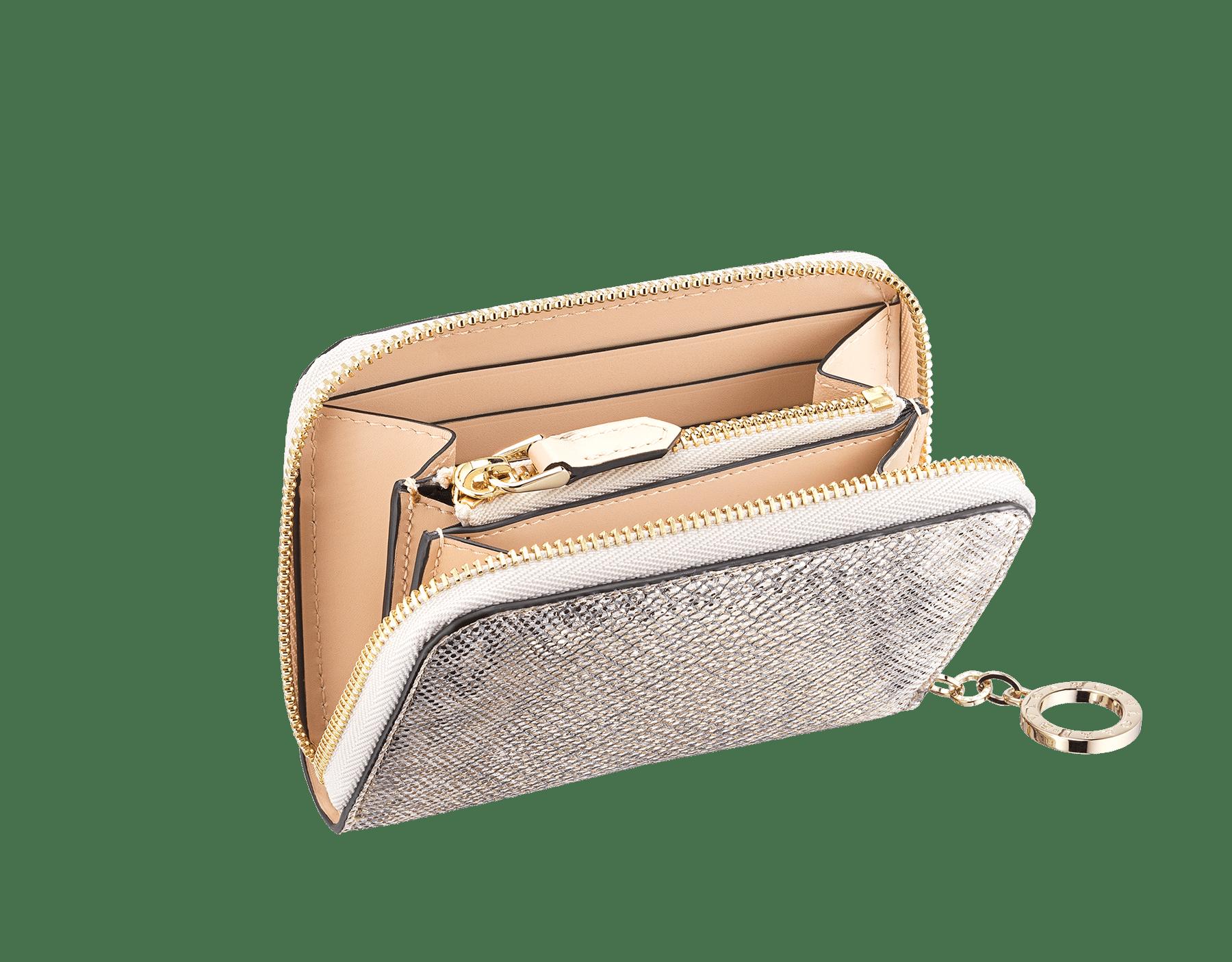 """Mini portafoglio con cerniera """"BVLGARI BVLGARI"""" in karung metallizzato e vitello beige Milky Opal. Iconico tiretto con logo in ottone placcato oro chiaro. 579-WLTMINIZIP image 2"""