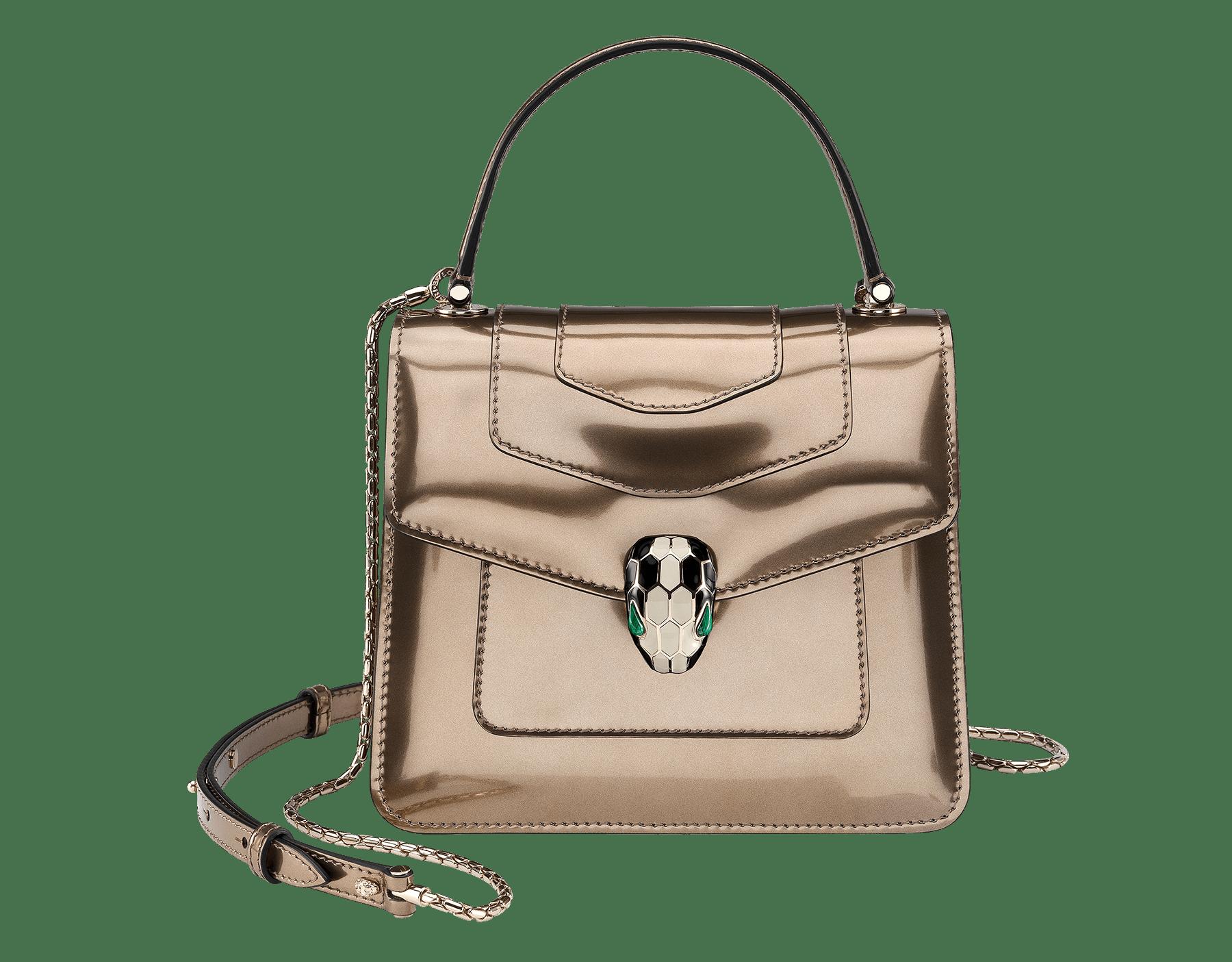 Serpenti Forever Tasche mit Umschlag aus gebürstetem bronzefarbenen Metallic-Kalbsleder. Hellvergoldete Metallelemente aus Messing und Schlangenkopfverschluss aus schwarzer und weißer Emaille mit malachitgrünen Augen. Test-Borse-Colore image 1
