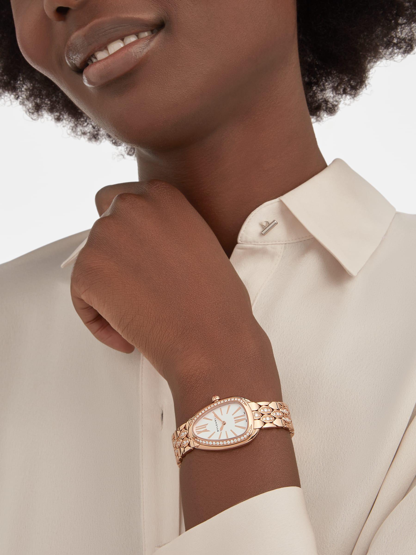 Serpenti Seduttori 腕錶,18K 玫瑰金錶殼和錶帶鑲飾鑽石,白色錶盤。 103275 image 1