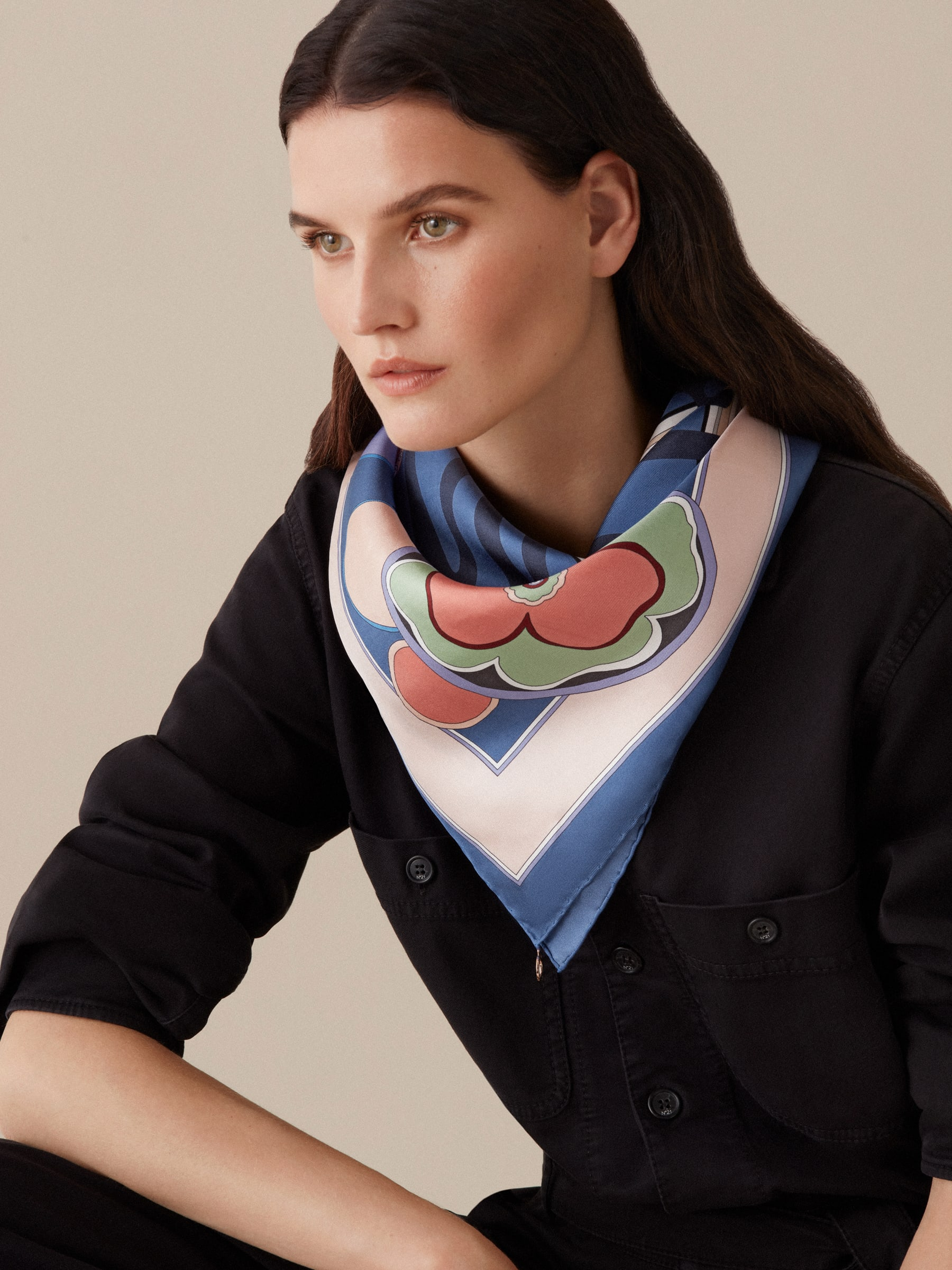 "Foulard ""Roman Flowers"" color crema in pregiato twill di seta. ROMANFLOWERS image 2"