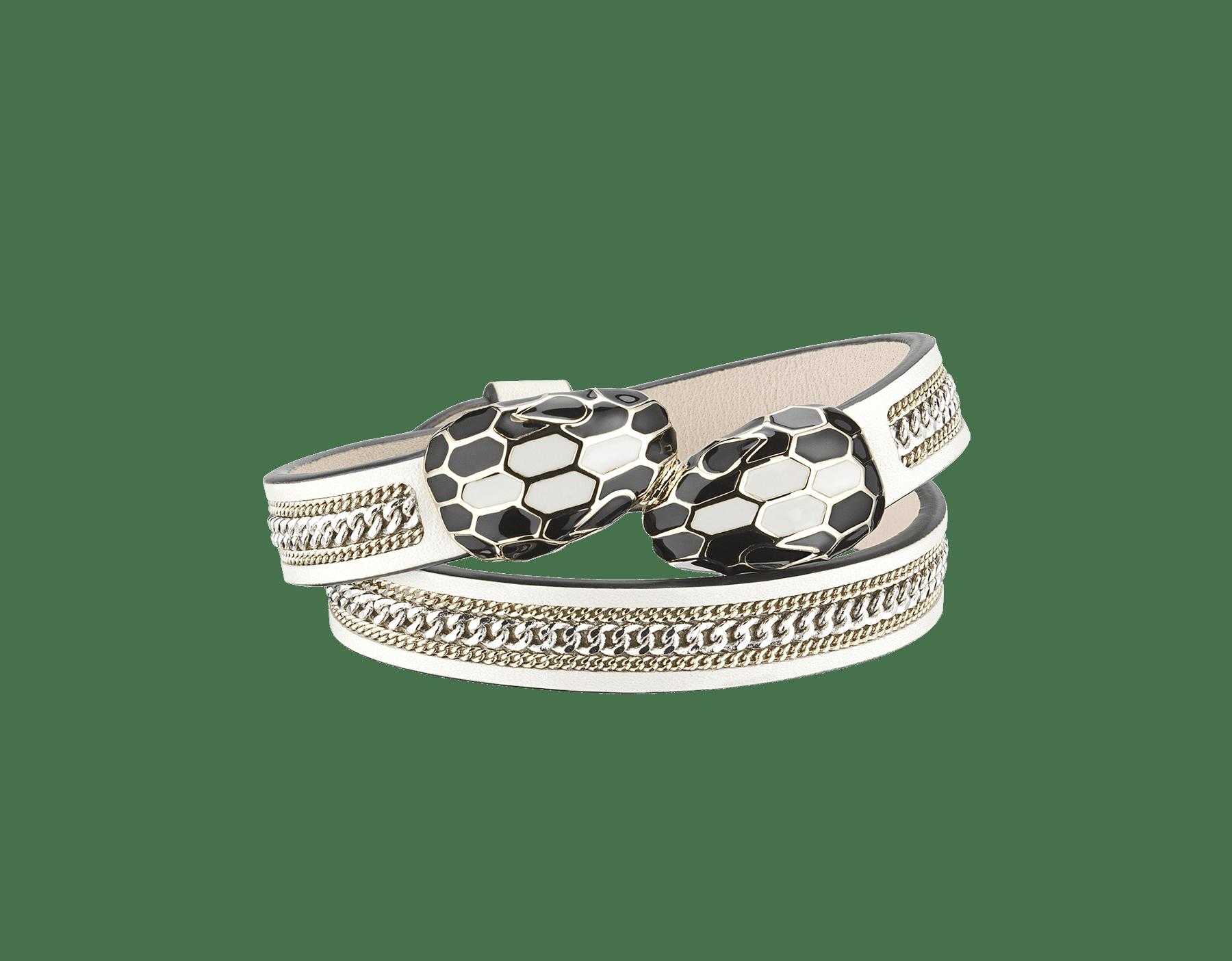 Bracelet multi-tours Serpenti Forever en cuir de veau couleur blanc agate avec motif 3chaînes et détails en laiton doré. Motif en miroir Serpenti emblématique en émail noir et couleur blanc agate avec yeux en émail noir au charme envoûtant. MCSerp-3CC-WA image 1