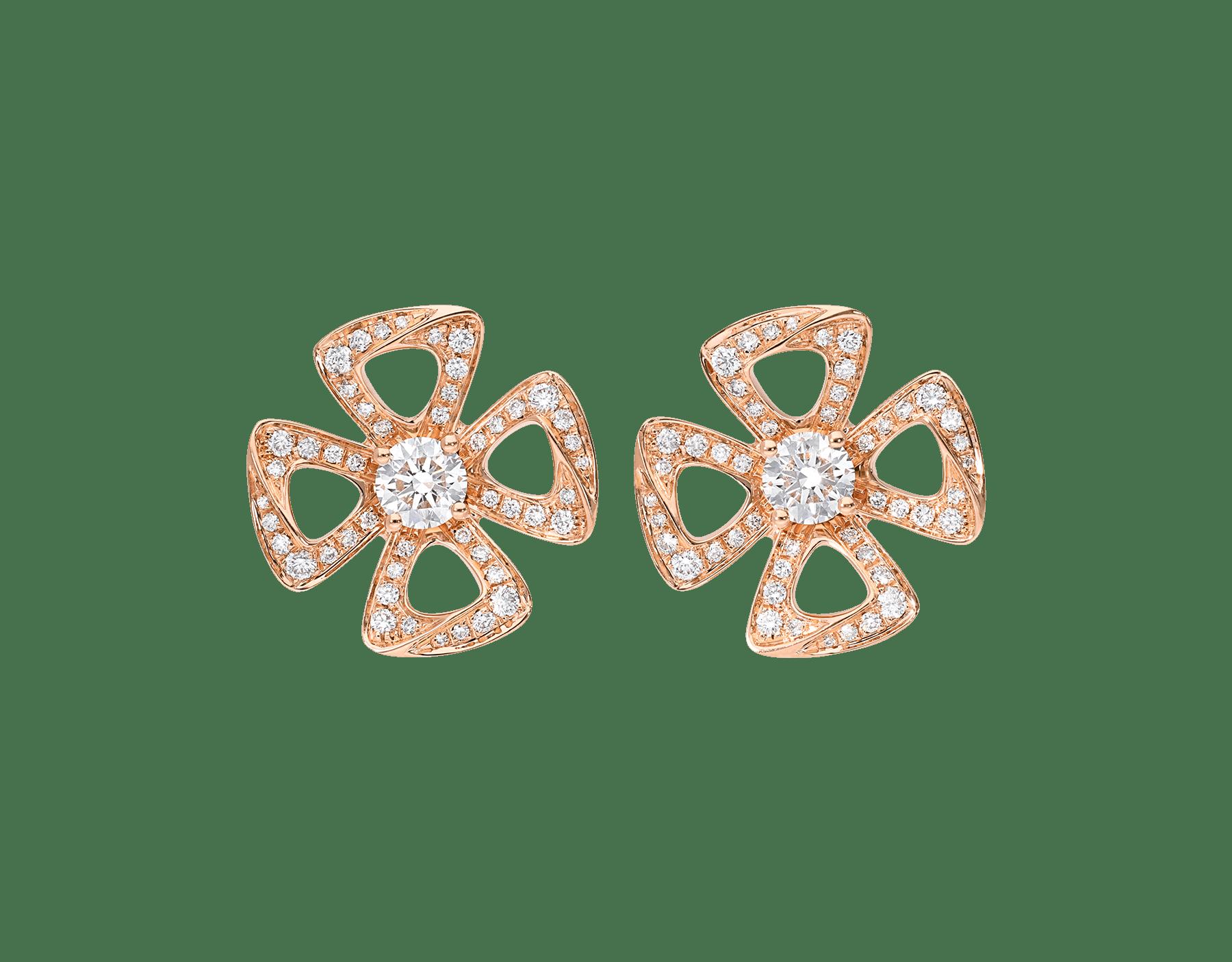 Brincos Fiorever em ouro rosa 18K cravejados com dois diamantes centrais e pavê de diamantes 355887 image 1