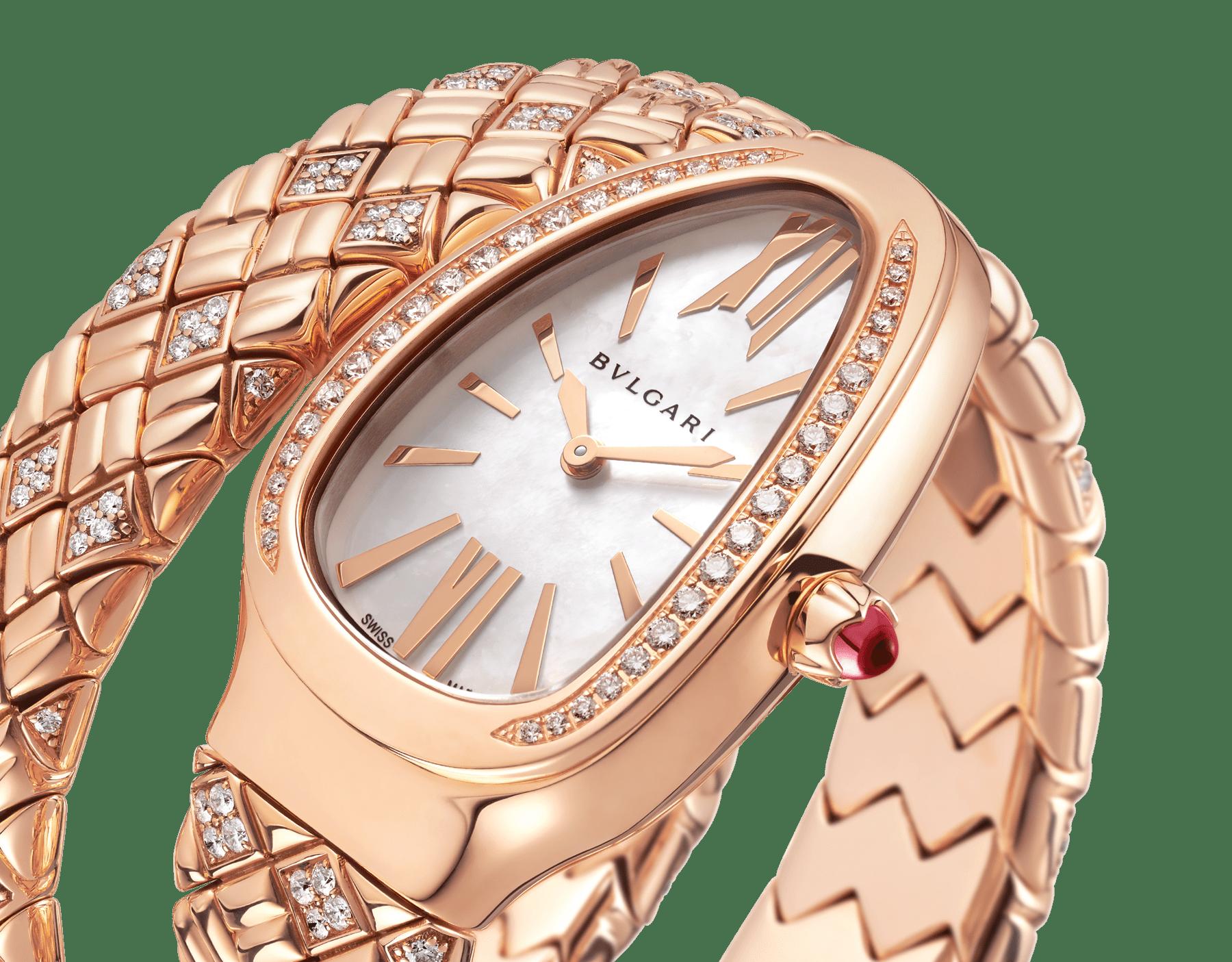 Einfach geschwungene Serpenti Spiga Uhr mit Gehäuse und Armband aus 18Karat Roségold mit Diamanten sowie einem Zifferblatt aus weißem Perlmutt 103250 image 3
