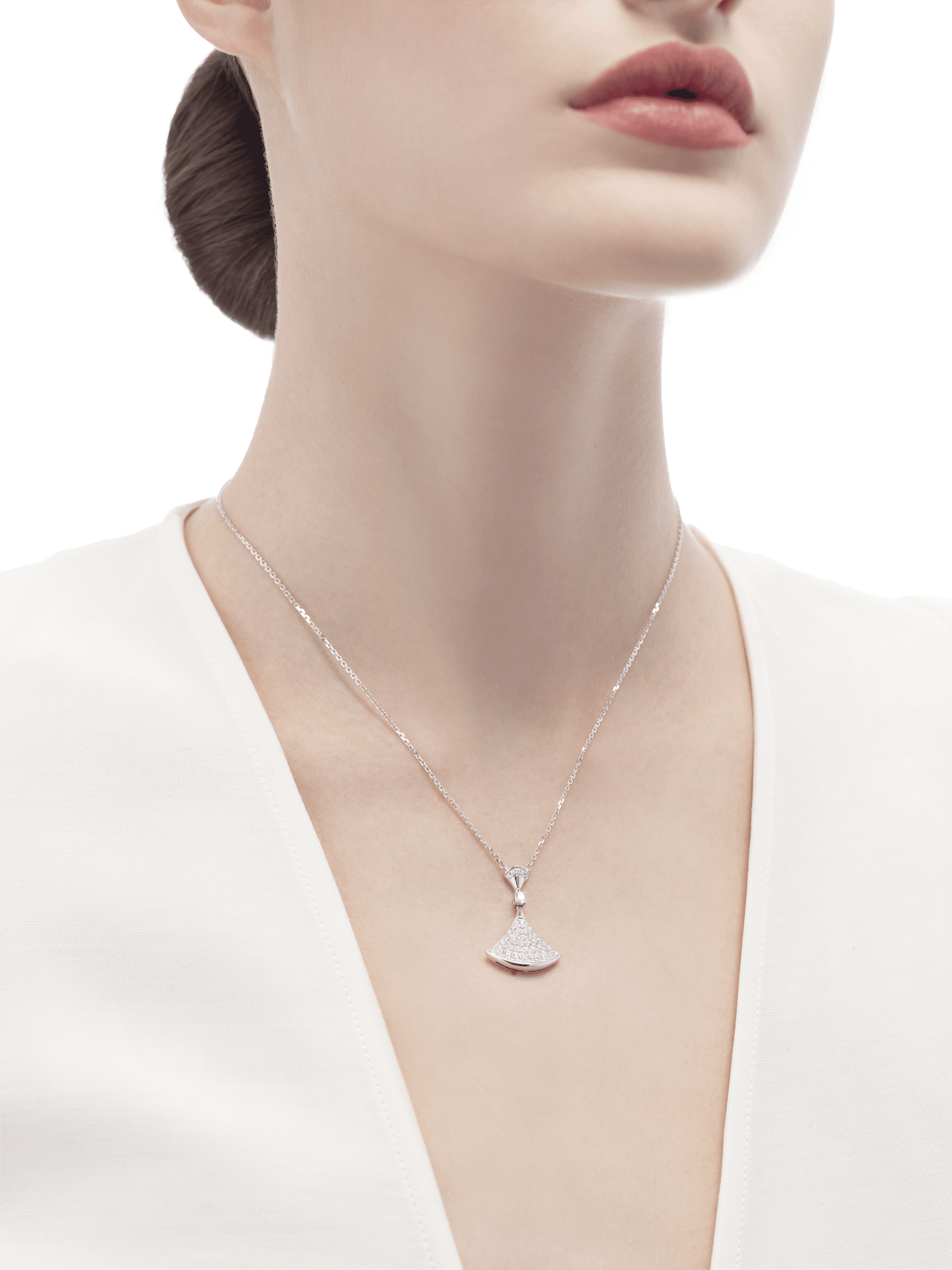 DIVAS' DREAM necklace in 18 kt white gold with pendant set with one diamond and pavé diamonds. 350066 image 3