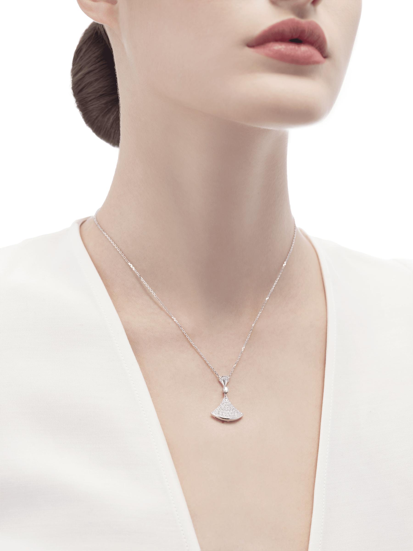 Colar DIVAS' DREAM em ouro branco 18K com pingente cravejado com um diamante e pavê de diamantes. 350066 image 3