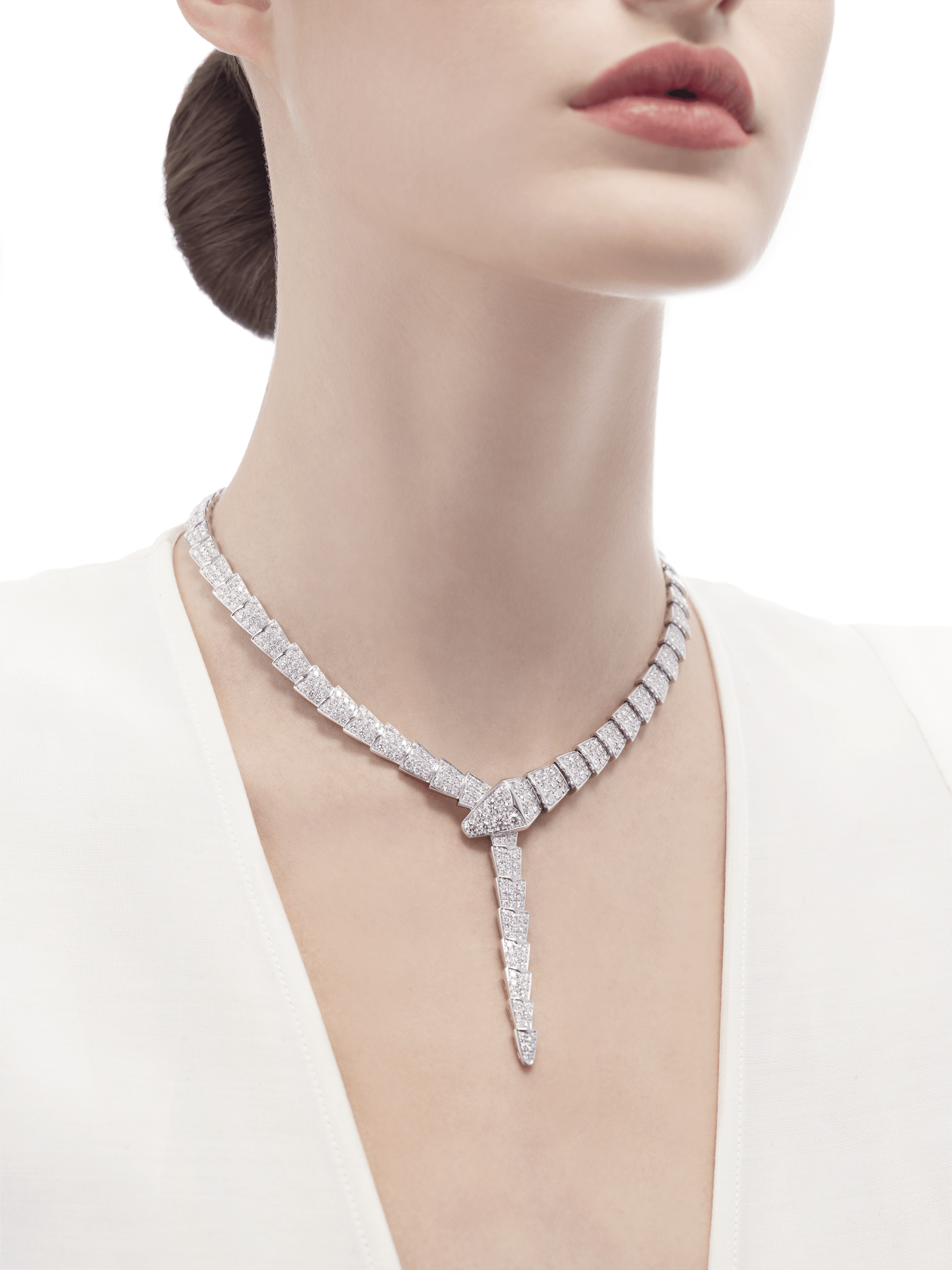 Serpenti necklace in 18 kt white gold, set with full pavé diamonds. 348165 image 2