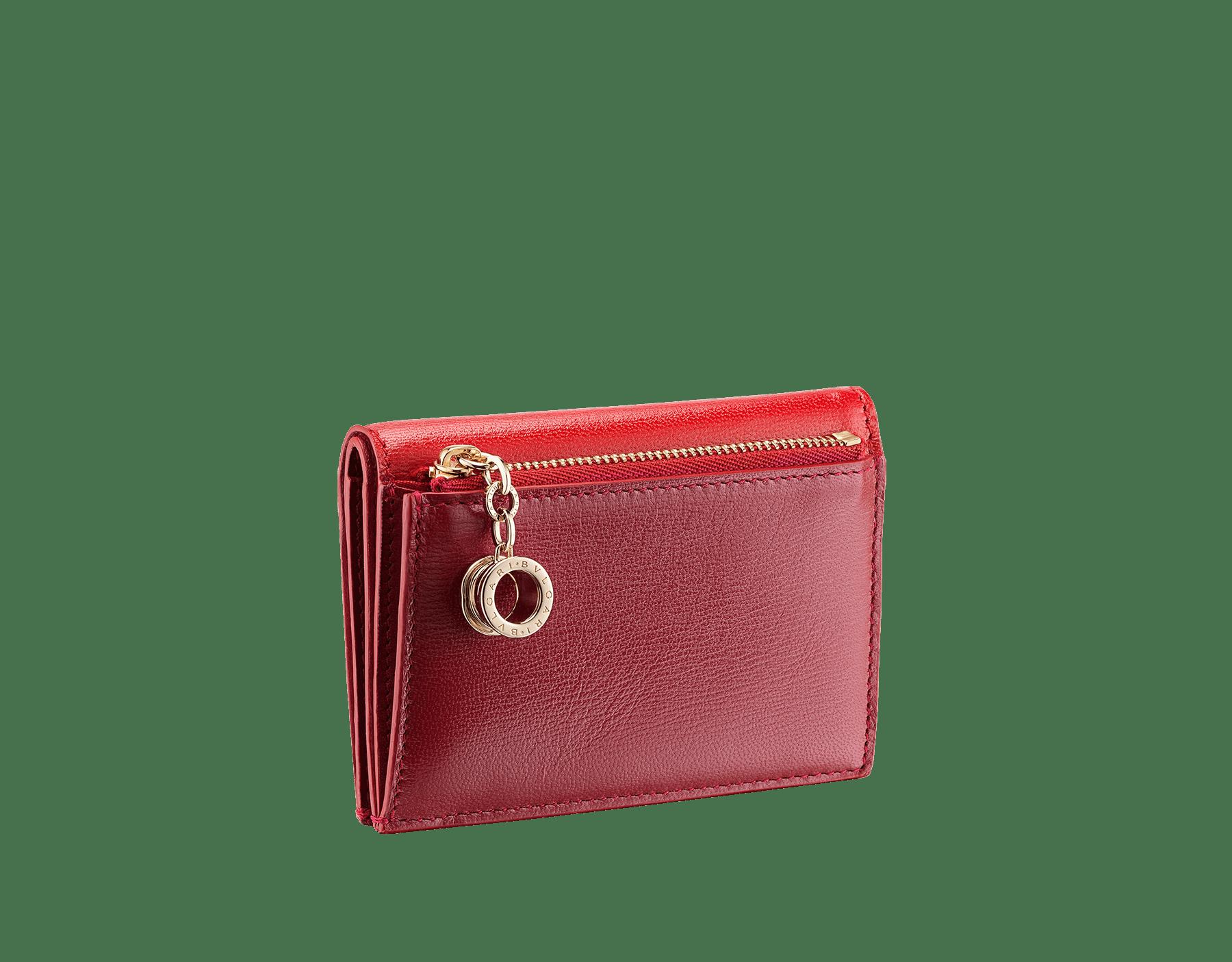 """B.zero1""胭脂碧玉色和红宝石色山羊皮双折叠信用卡夹。浅金镀金黄铜经典B.zero1吊饰。 289151 image 3"