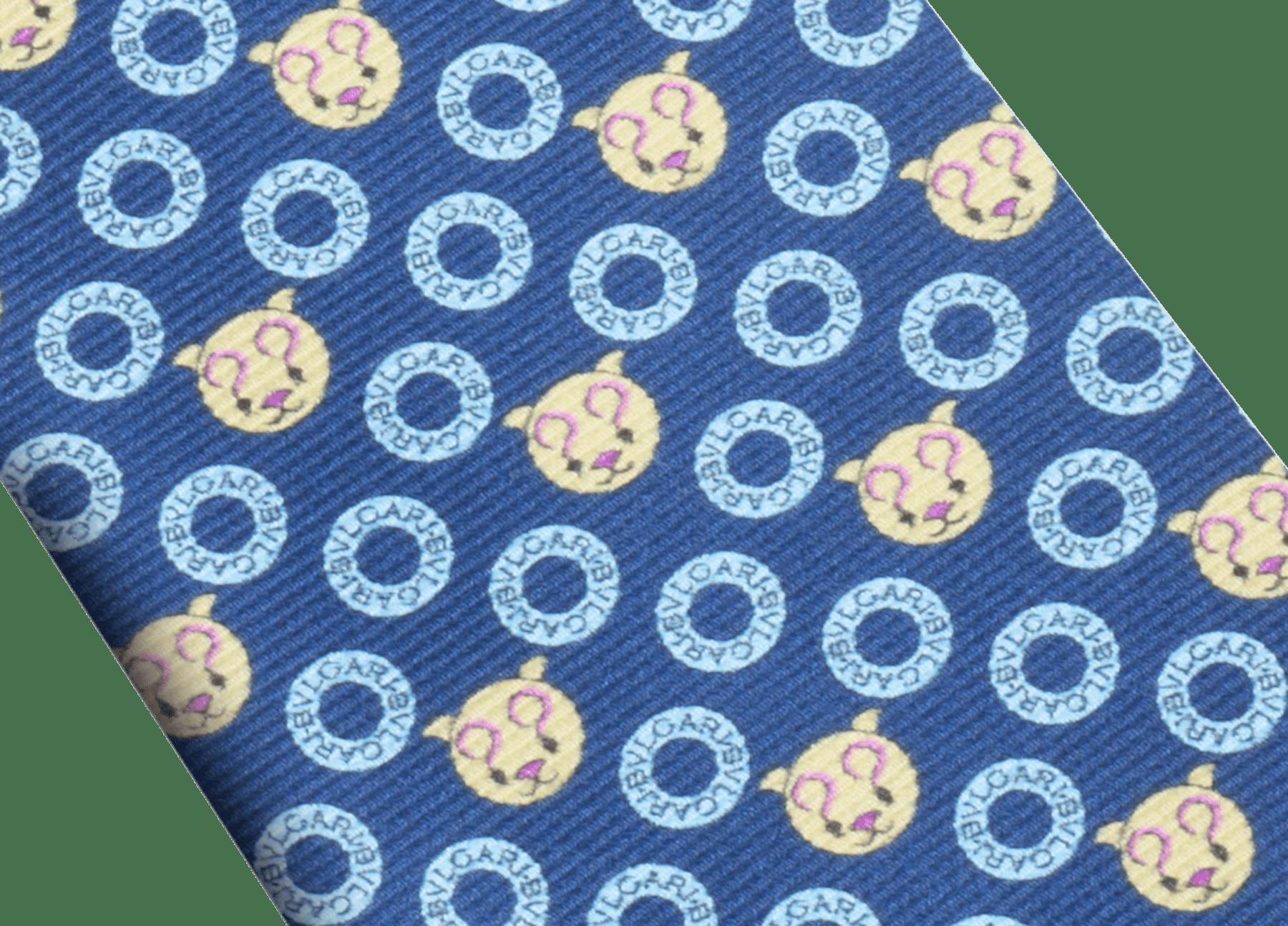 ダークブルーのロゴ エモティキャット セブンフォールドネクタイ。上質なサリオーネプリントシルク製。 244328 image 2